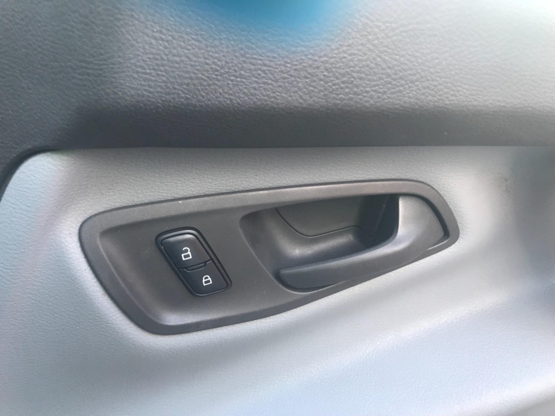 2017 Ford Transit Custom  290 L1 DIESEL FWD 2.0 TDCI 105PS LOW ROOF VAN EURO 6 (FP17VAX) Image 20