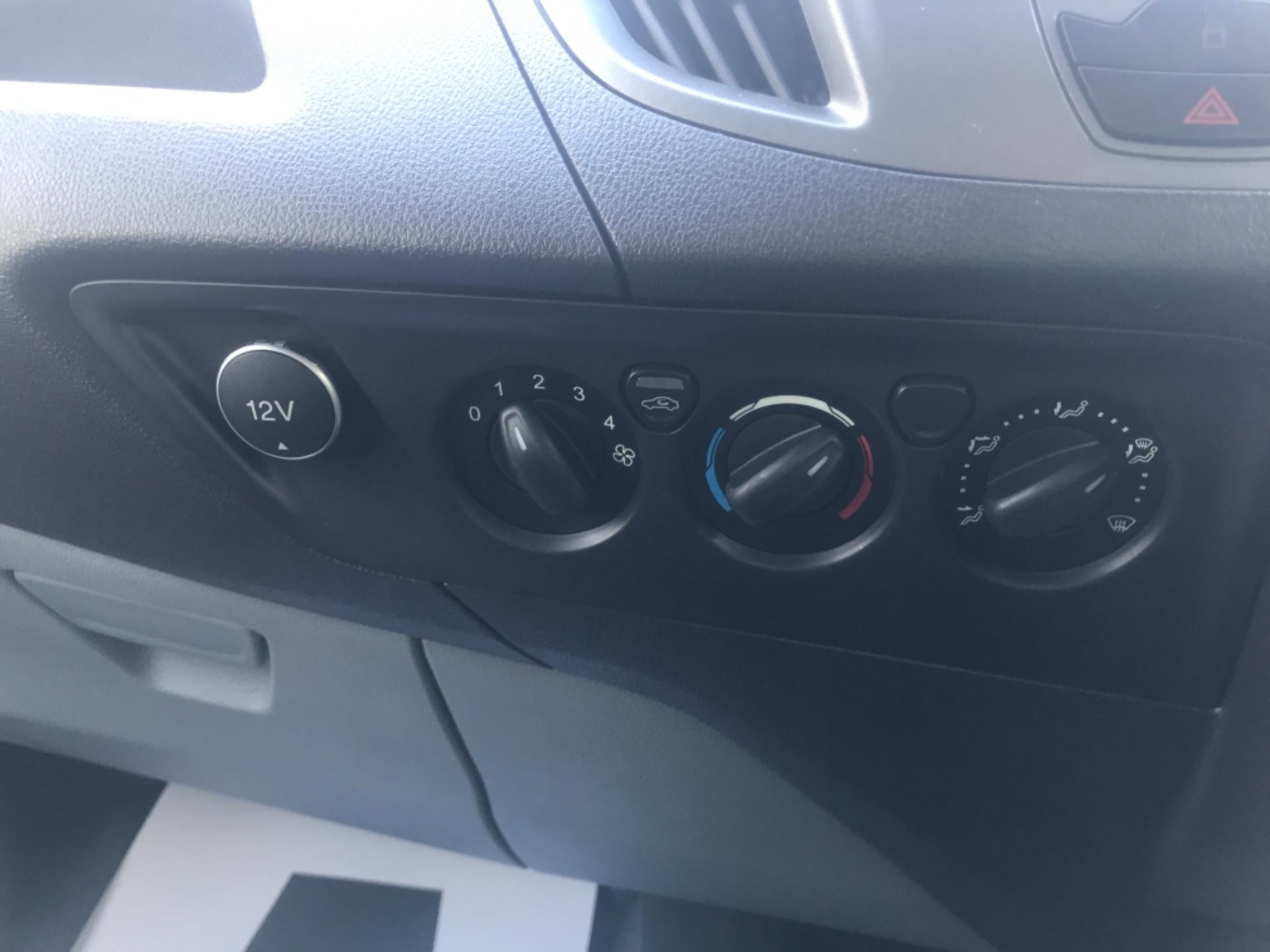2017 Ford Transit Custom  290 L1 DIESEL FWD 2.0 TDCI 105PS LOW ROOF VAN EURO 6 (FP17VAX) Image 18