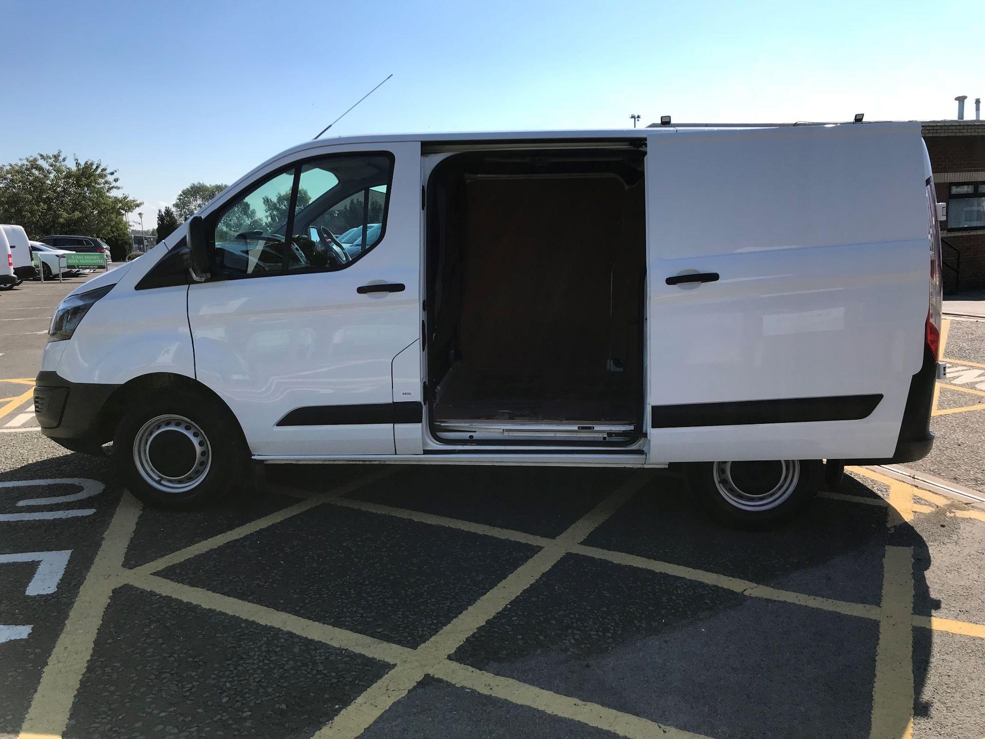 2017 Ford Transit Custom 2.0 Tdci 105Ps Low Roof Van (FP17VEK) Image 17