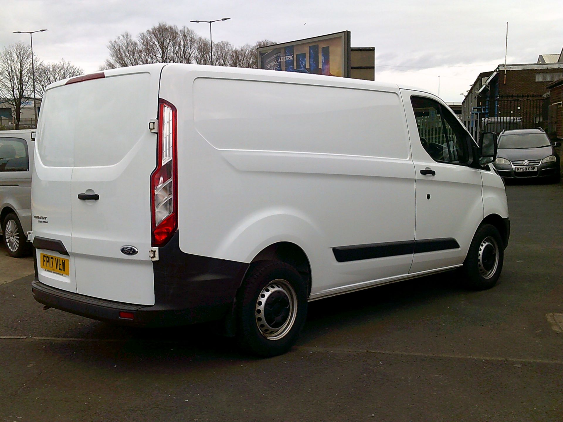 2017 Ford Transit Custom 2.0 Tdci 105Ps Low Roof Van *SPEED RESTRICTED TO 70 MPH* (FP17VLW) Image 16