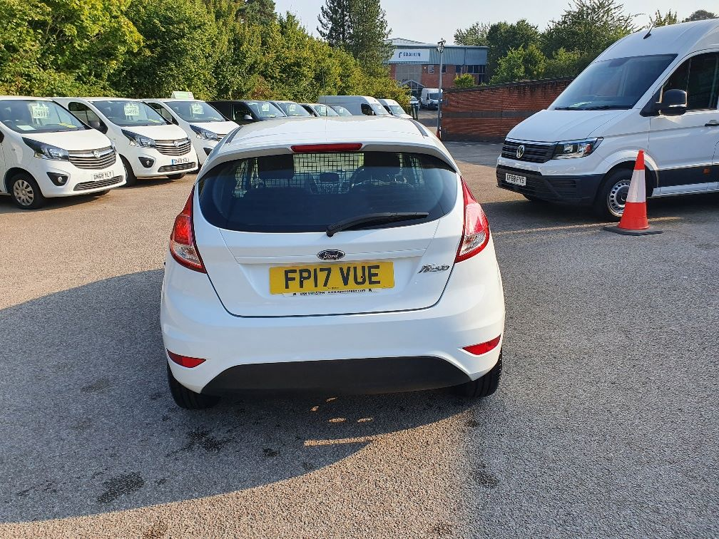 2017 Ford Fiesta BASE 1.5 75PS Tdci Van (FP17VUE) Thumbnail 9