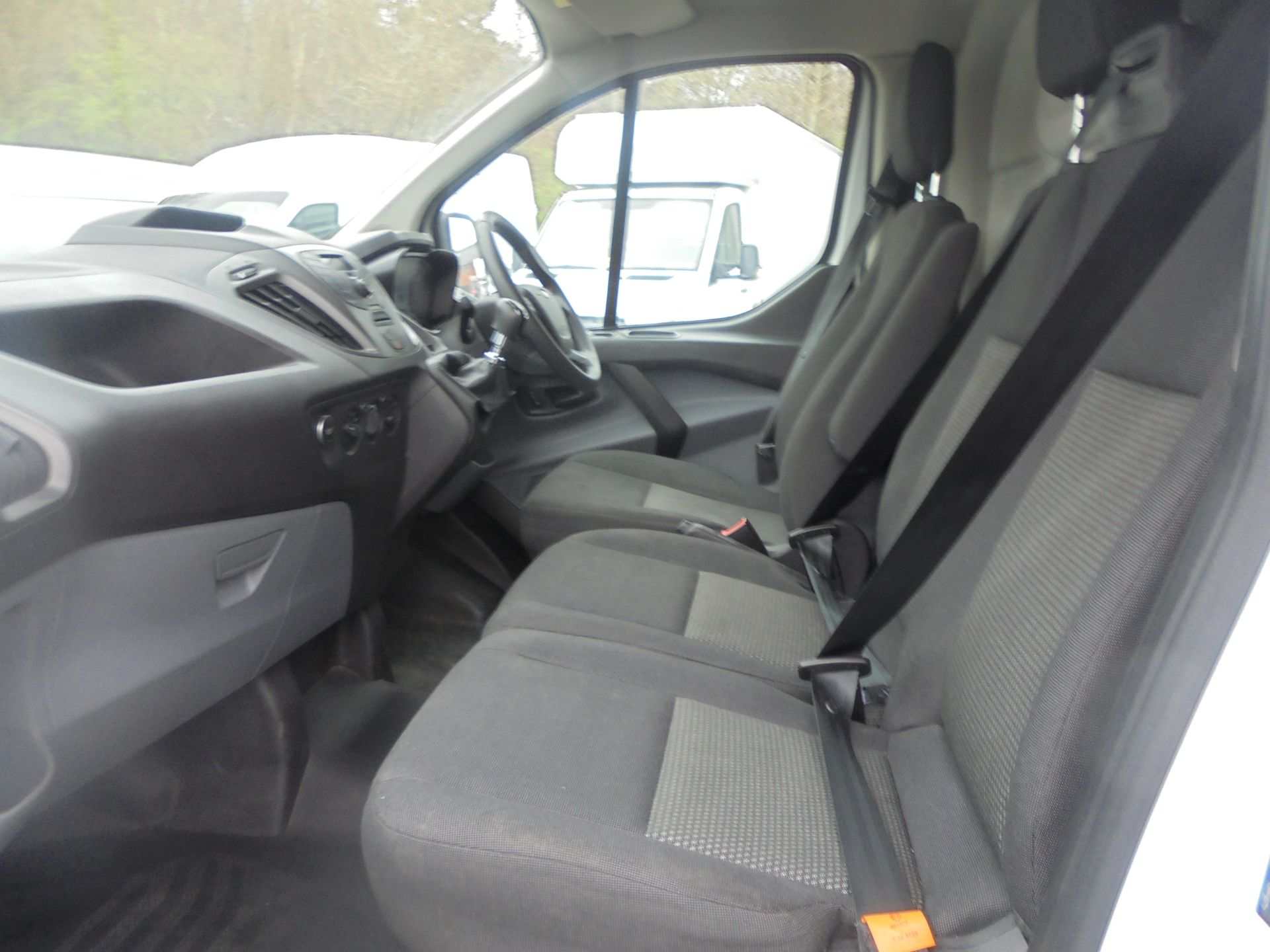 2017 Ford Transit Custom 2.0 Tdci 105Ps Low Roof Van (FP17VUH) Image 5