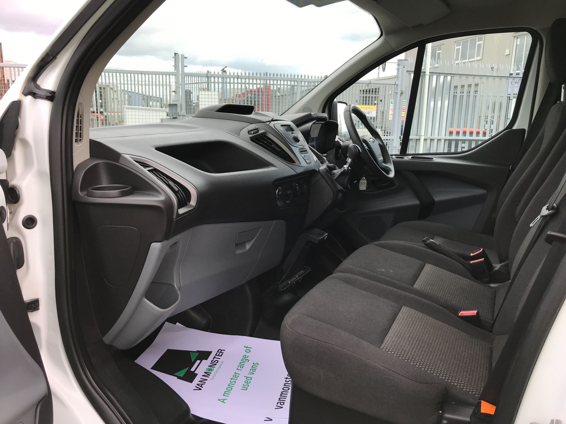 2017 Ford Transit Custom  290 L1 2.0TDCI 105PS LOW ROOF EURO 6 (FP17VUR) Image 12