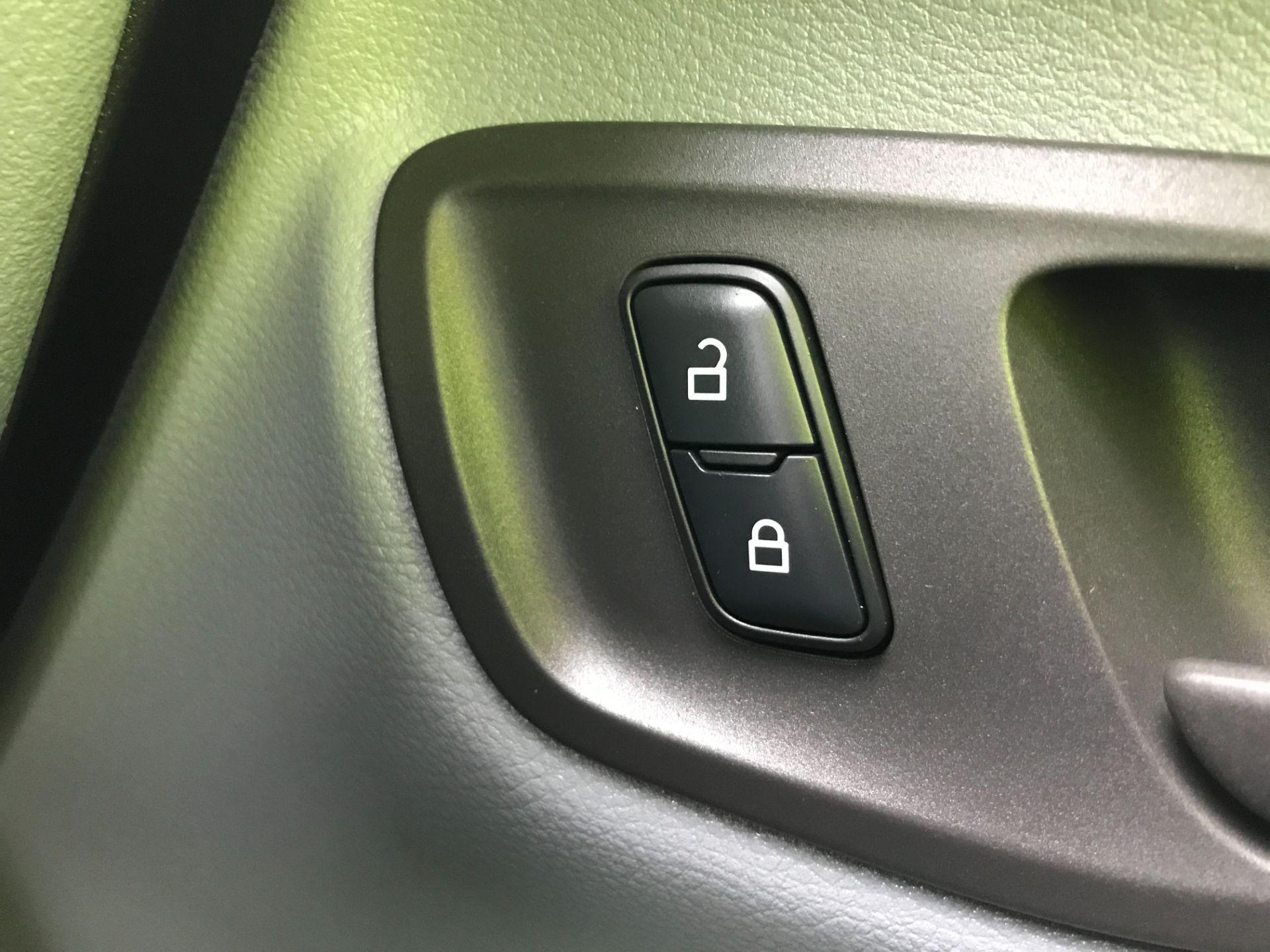 2017 Ford Transit Custom  290 L1 2.0TDCI 105PS LOW ROOF EURO 6 (FP17VUR) Image 31