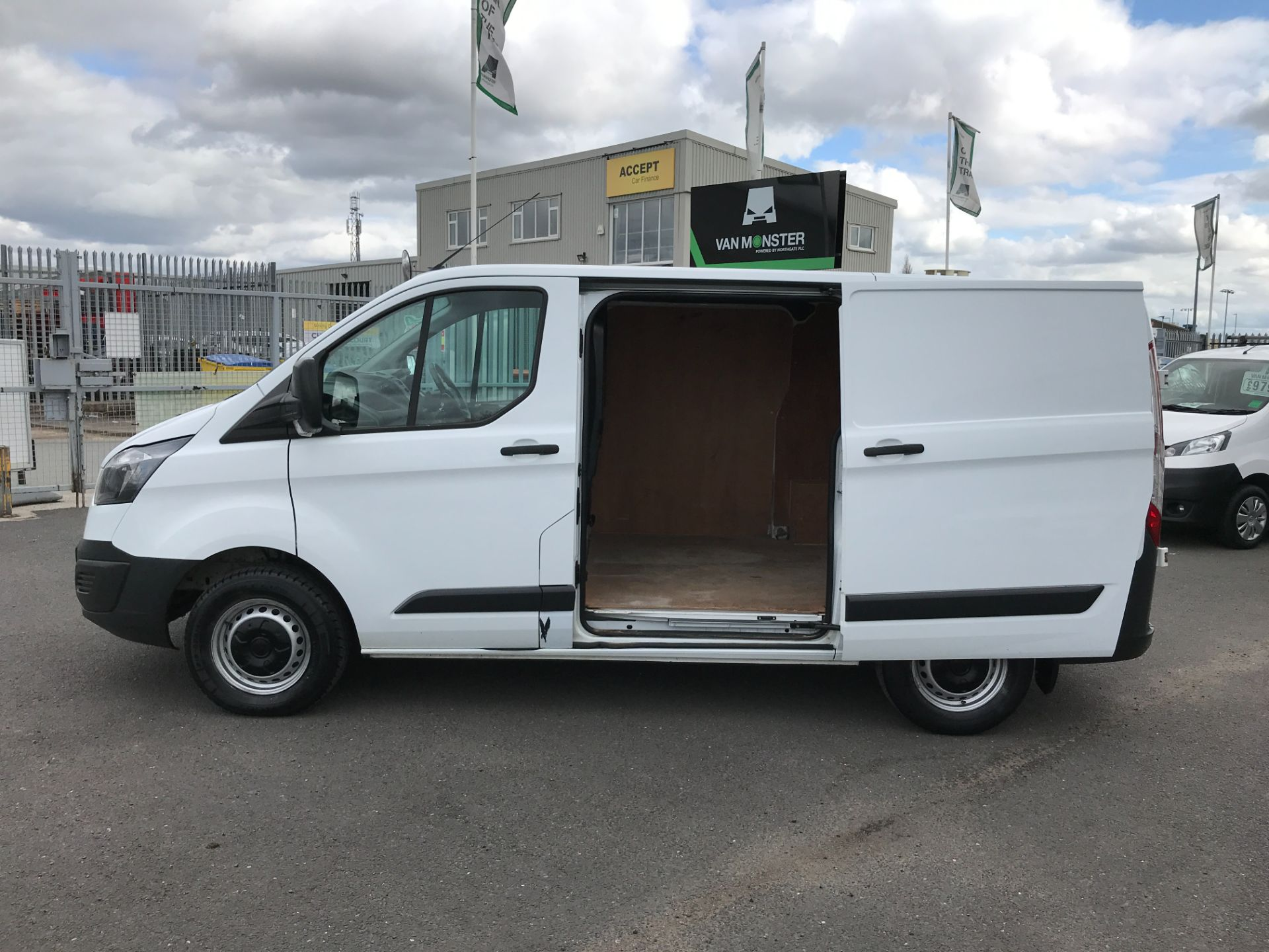 2017 Ford Transit Custom  290 L1 2.0TDCI 105PS LOW ROOF EURO 6 (FP17VUR) Image 18