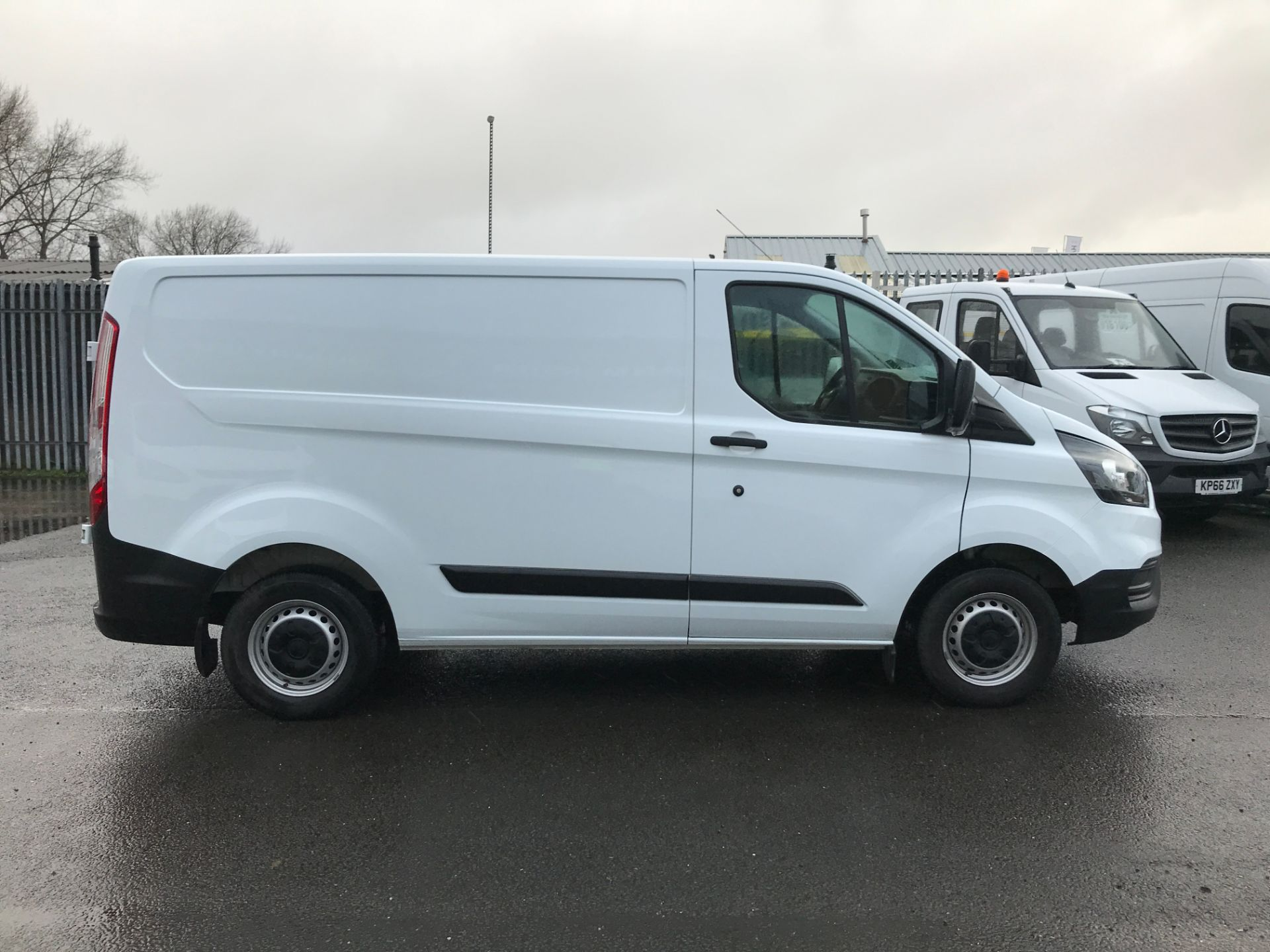 2018 Ford Transit Custom 300 L1 2.0TDCI 105PS LOW ROOF EURO 6 (FP18AZT) Image 4