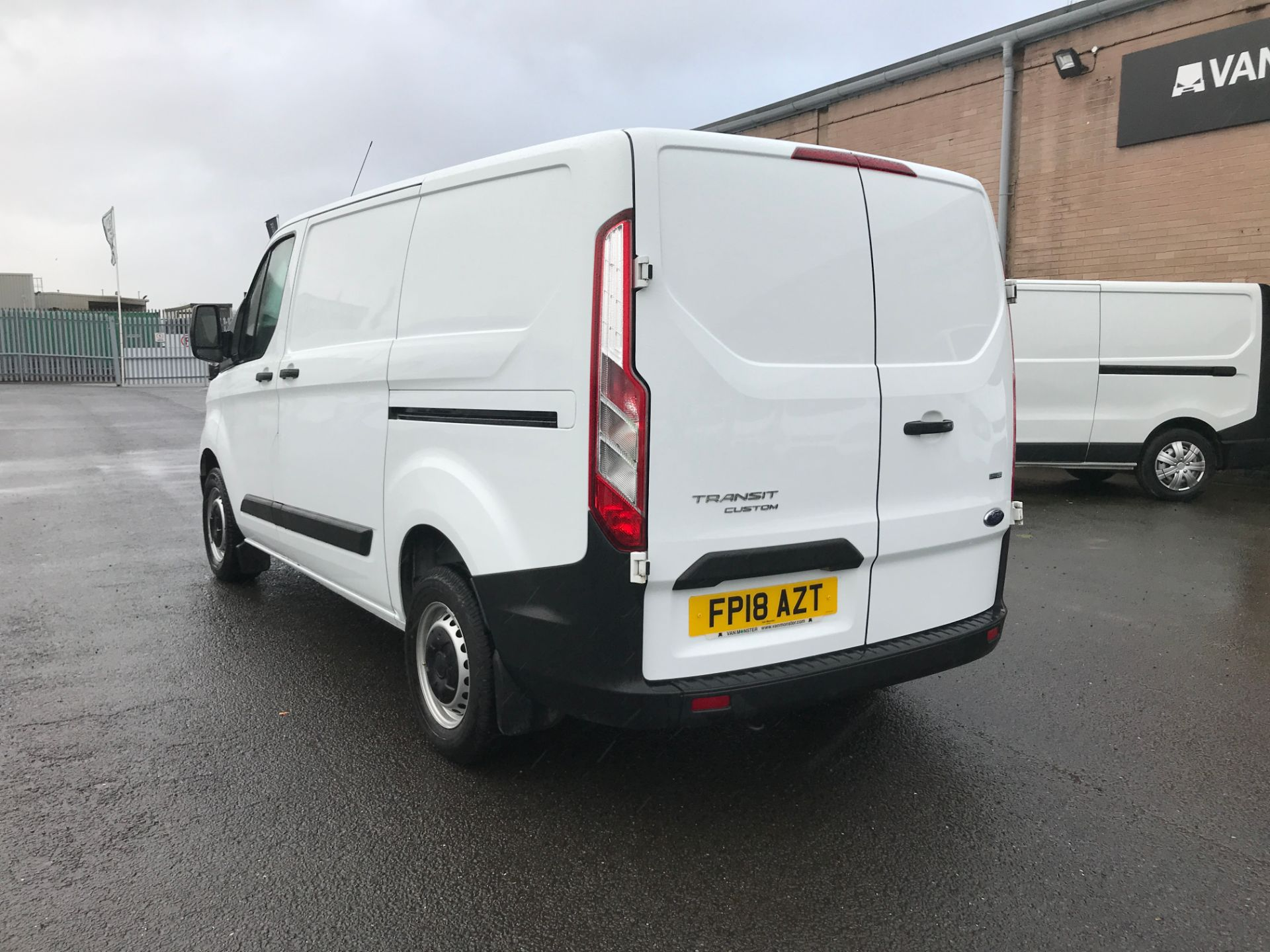 2018 Ford Transit Custom 300 L1 2.0TDCI 105PS LOW ROOF EURO 6 (FP18AZT) Image 9