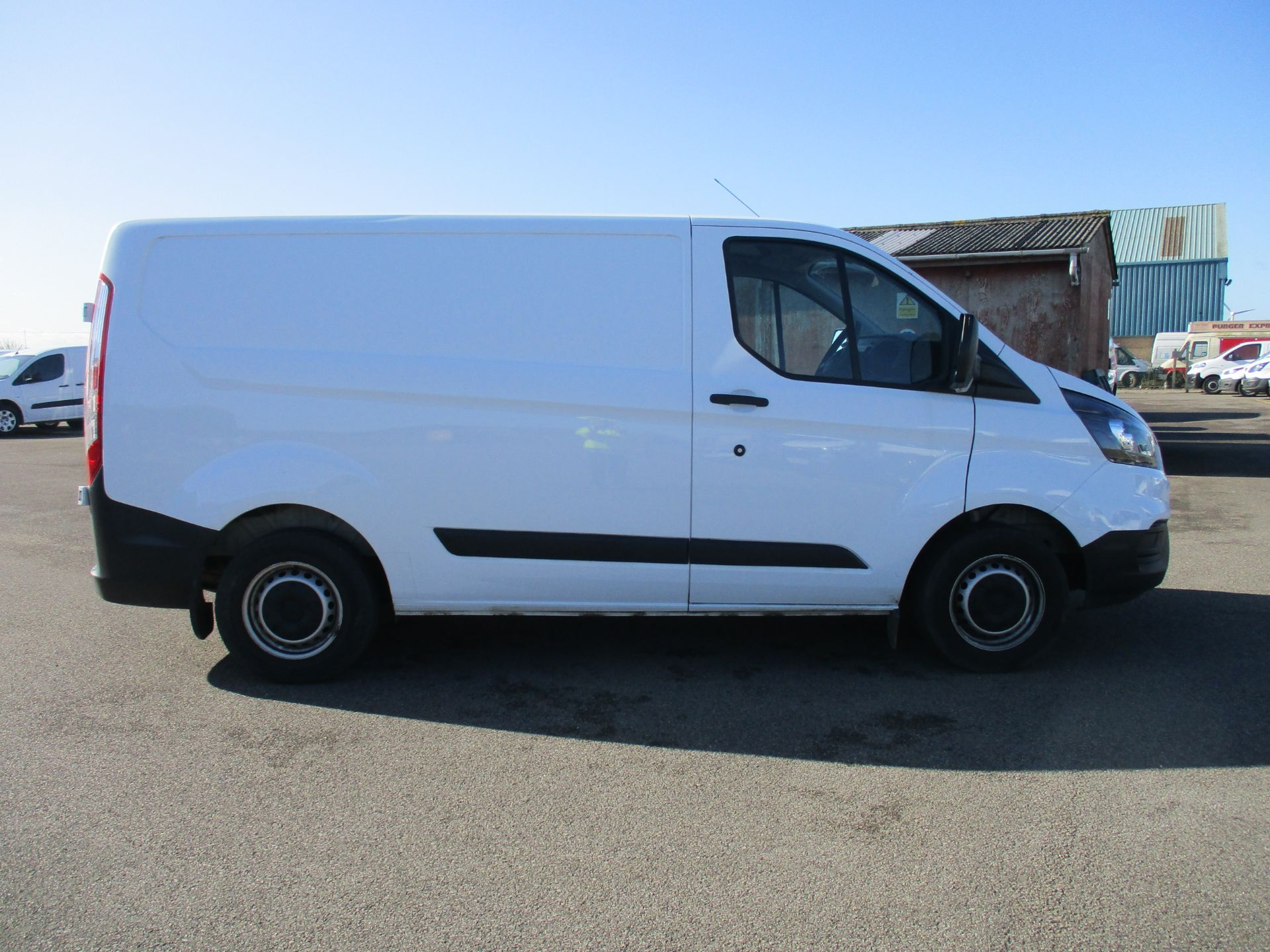 2018 Ford Transit Custom 300 L1 DIESEL FWD 2.0 TDCI 105PS LOW ROOF VAN EURO 6 (FP18BTX) Thumbnail 4