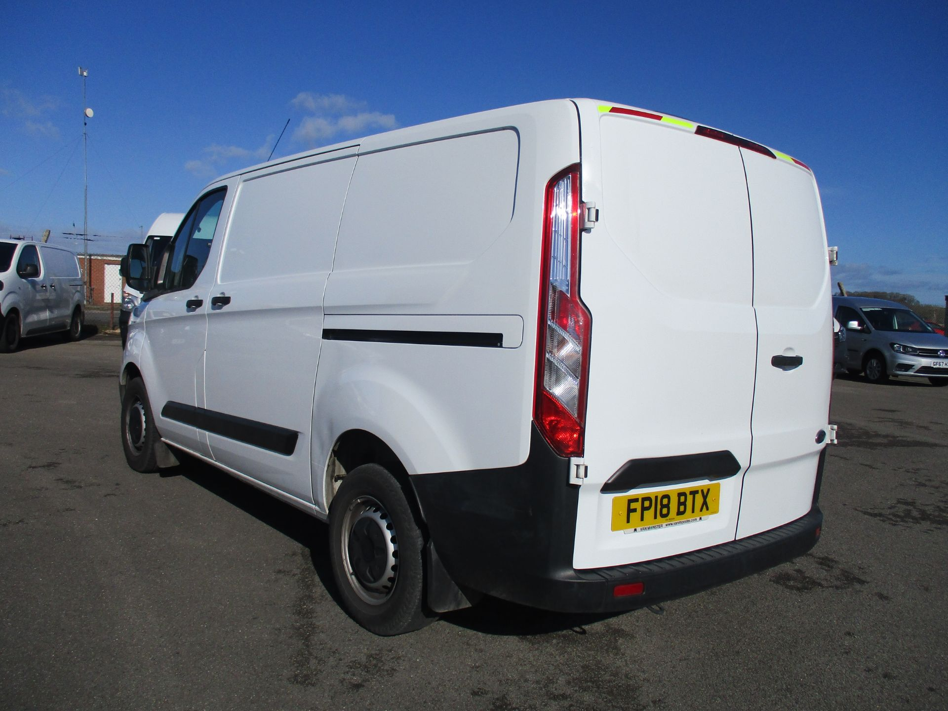 2018 Ford Transit Custom 300 L1 DIESEL FWD 2.0 TDCI 105PS LOW ROOF VAN EURO 6 (FP18BTX) Thumbnail 7