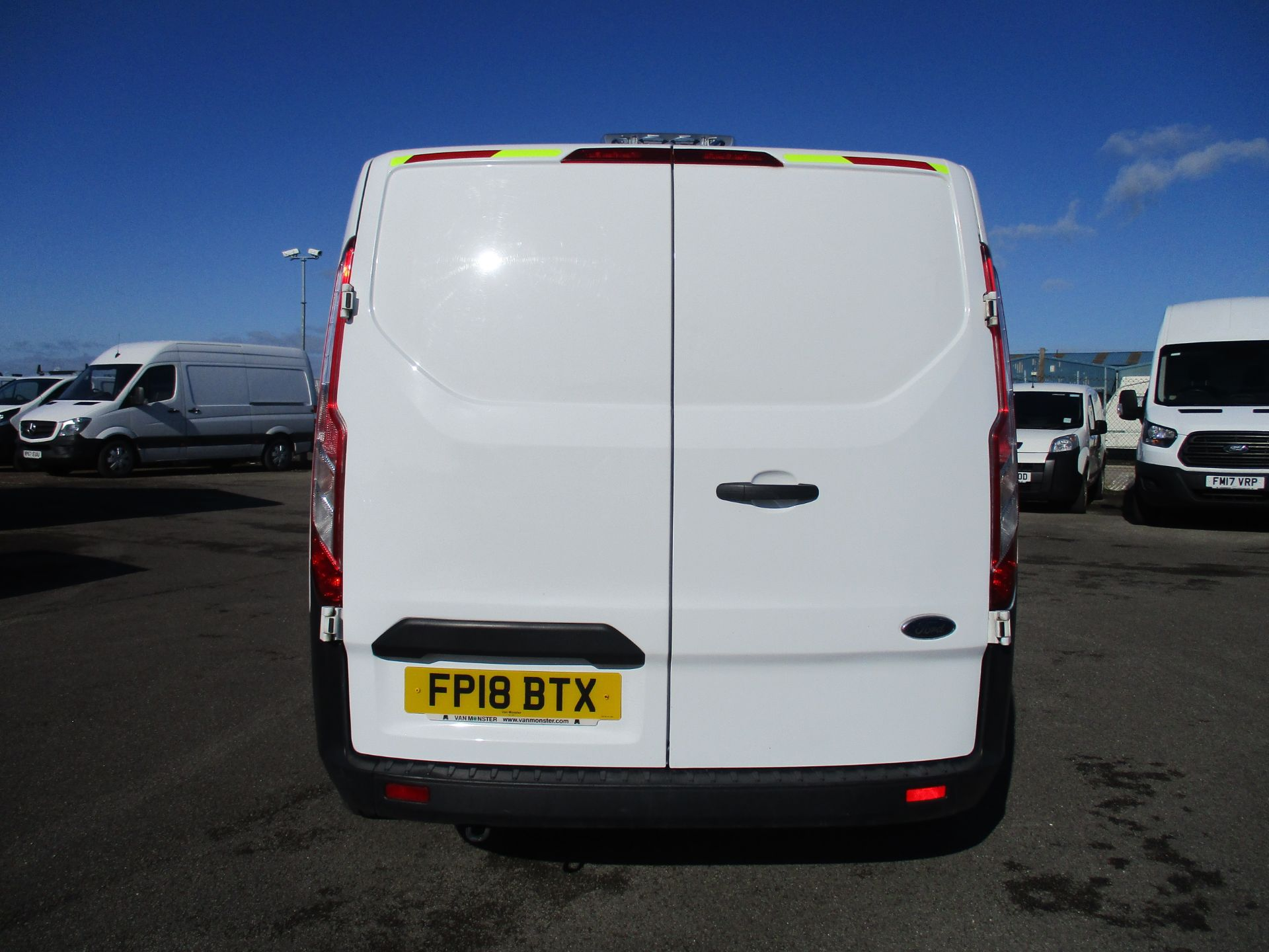 2018 Ford Transit Custom 300 L1 DIESEL FWD 2.0 TDCI 105PS LOW ROOF VAN EURO 6 (FP18BTX) Thumbnail 6
