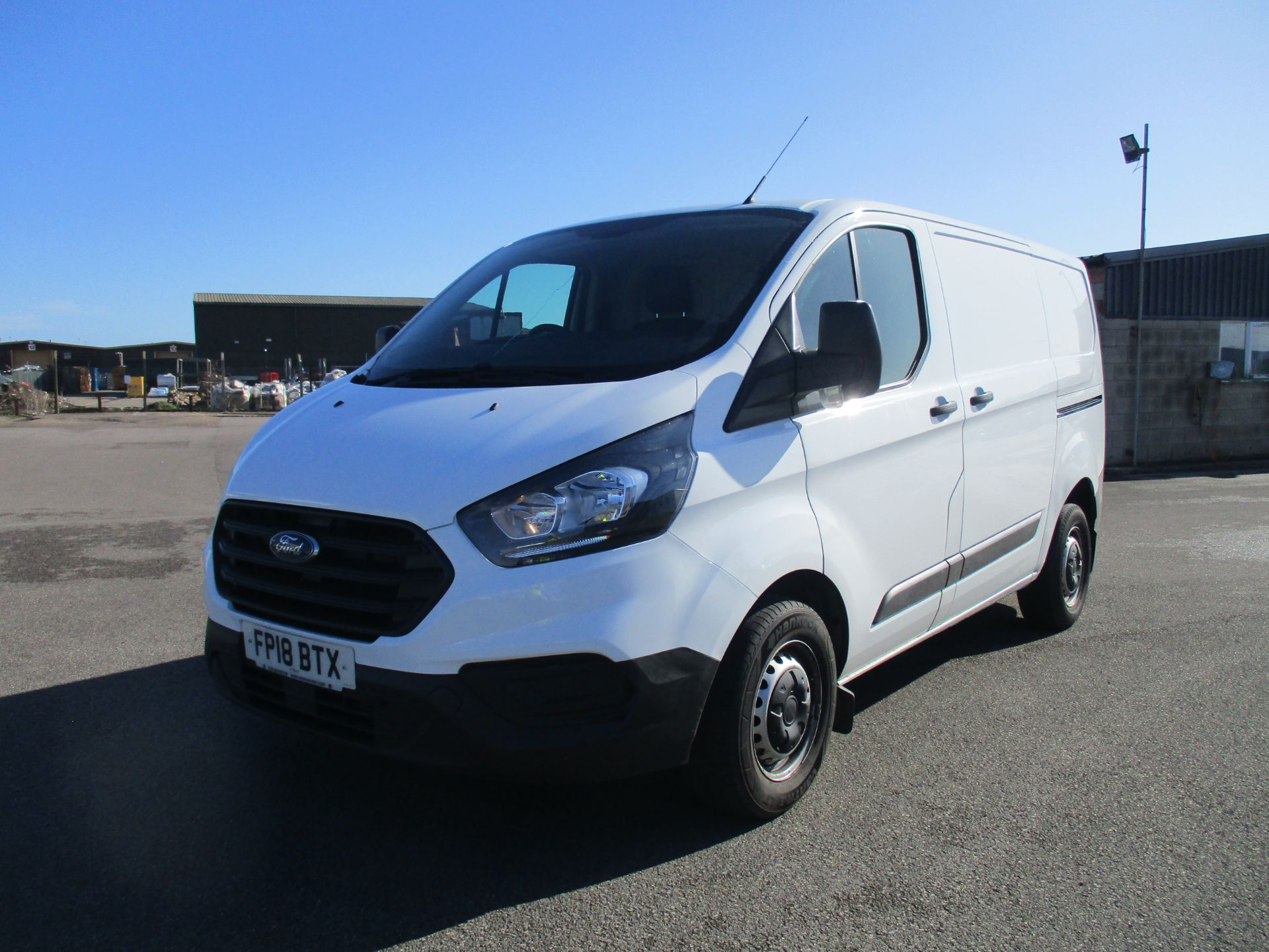 2018 Ford Transit Custom 300 L1 DIESEL FWD 2.0 TDCI 105PS LOW ROOF VAN EURO 6 (FP18BTX) Thumbnail 3