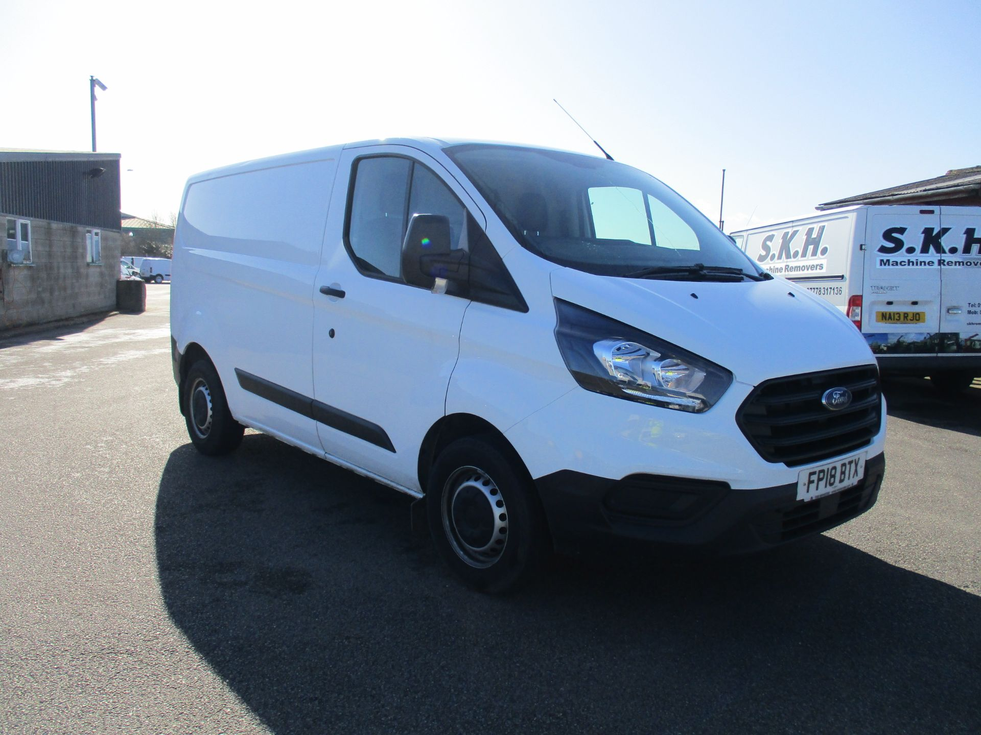 2018 Ford Transit Custom 300 L1 DIESEL FWD 2.0 TDCI 105PS LOW ROOF VAN EURO 6 (FP18BTX) Thumbnail 1