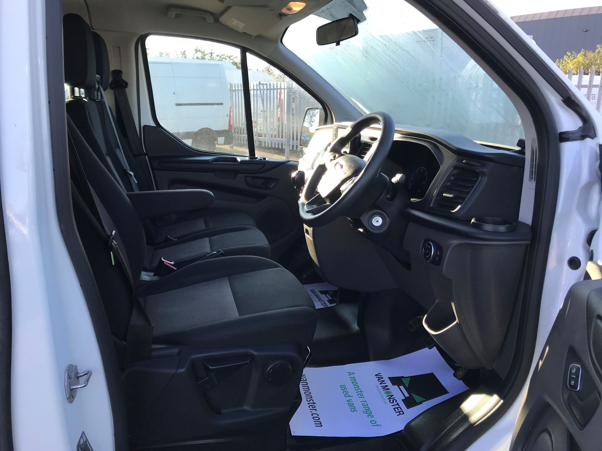 2018 Ford Transit Custom  2.0 TDCI 130PS L/R KOMBI EURO 6 (FP18BUW) Image 21