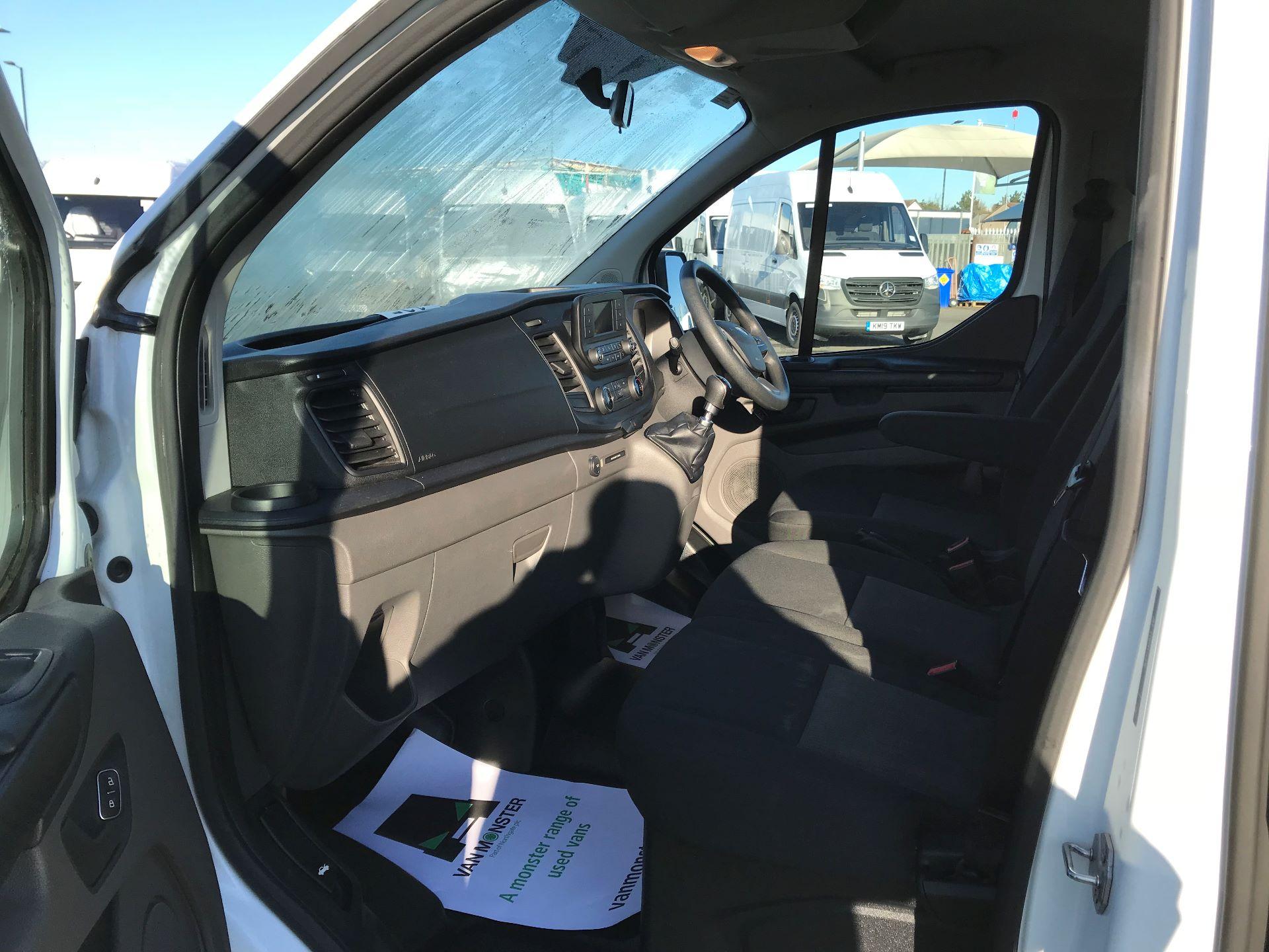2018 Ford Transit Custom  2.0 TDCI 130PS L/R KOMBI EURO 6 (FP18BUW) Image 19
