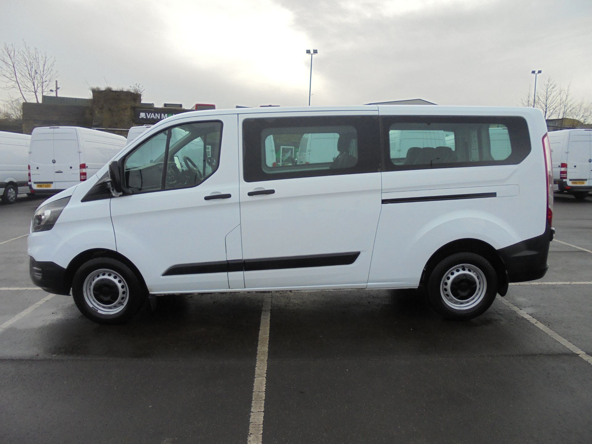 2018 Ford Transit Custom 320 2.0 Tdci 130Ps L2 H1 Low Roof Base 9 Seater Van  (FP18BXR) Image 4