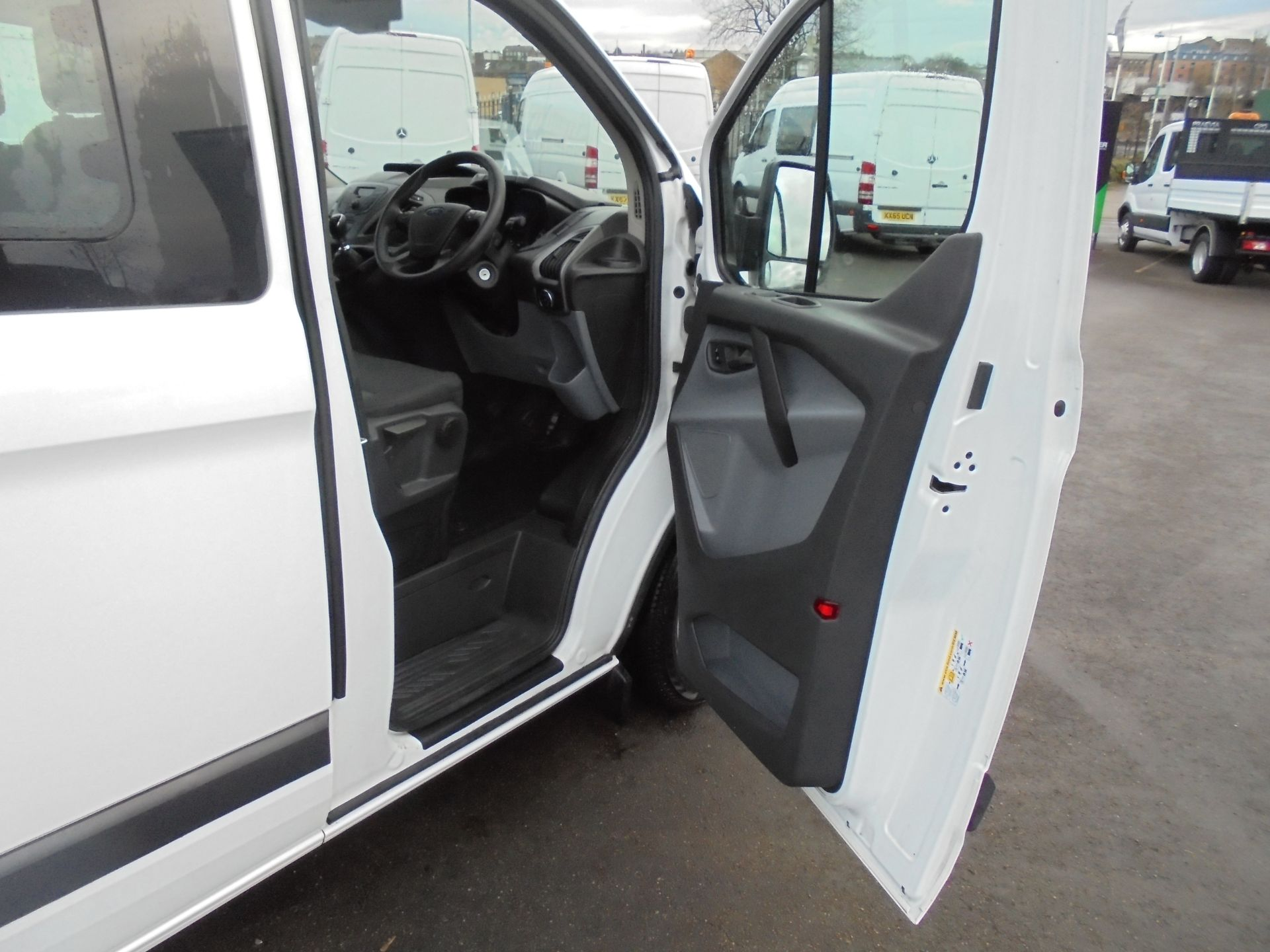 2017 Ford Transit Custom 2.0 Tdci 105Ps L1 H1 D/Cab Van (FP67HYH) Image 9