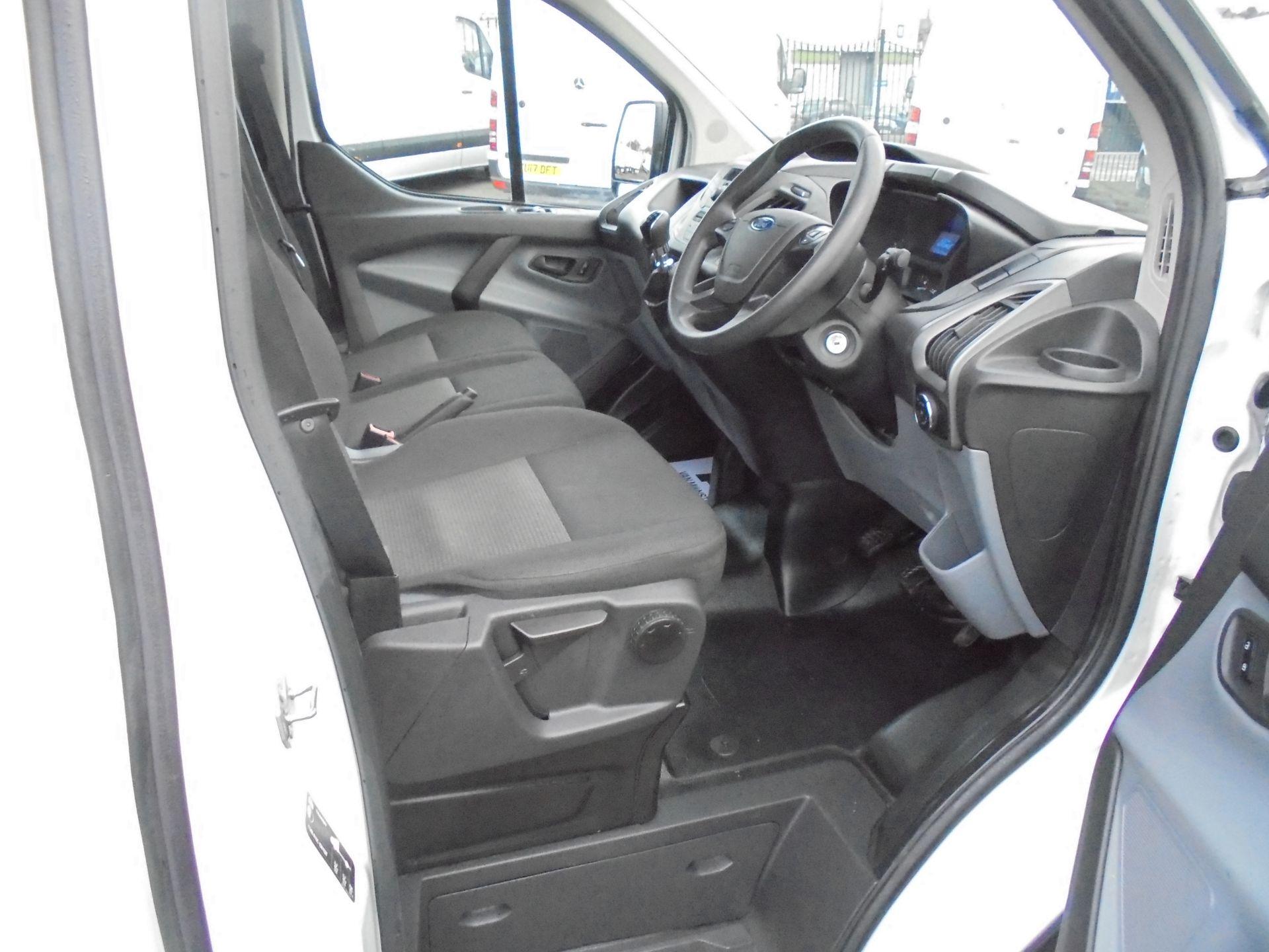 2017 Ford Transit Custom 2.0 Tdci 105Ps L1 H1 D/Cab Van (FP67HYH) Image 10