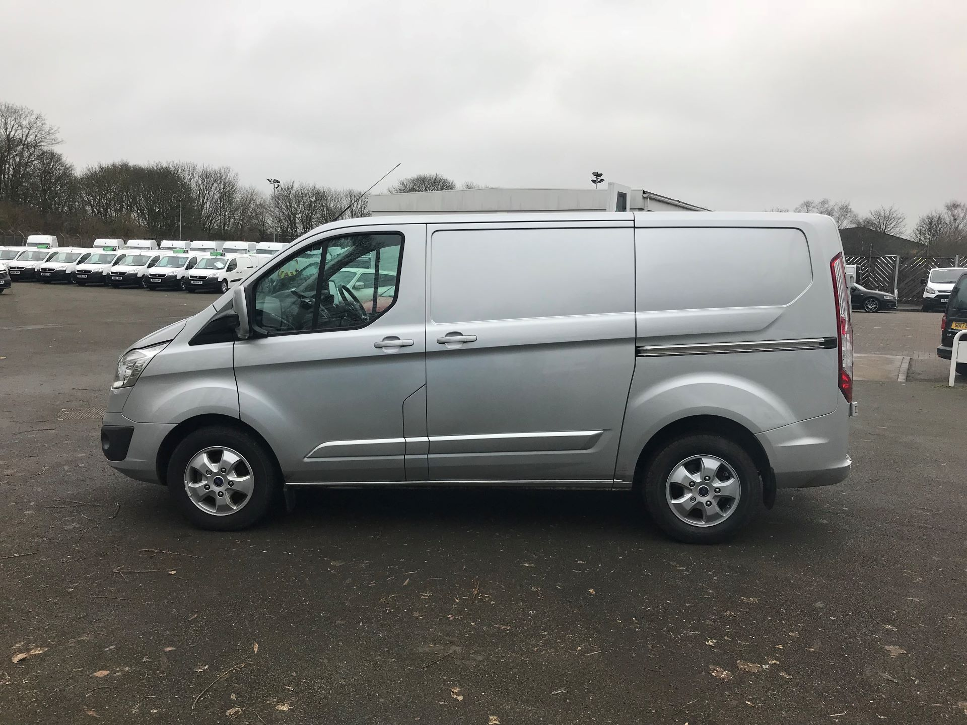 2017 Ford Transit Custom 2.0 TDCI 130PS LOW ROOF LIMITED VAN EURO 6 (FP67HZR) Image 9