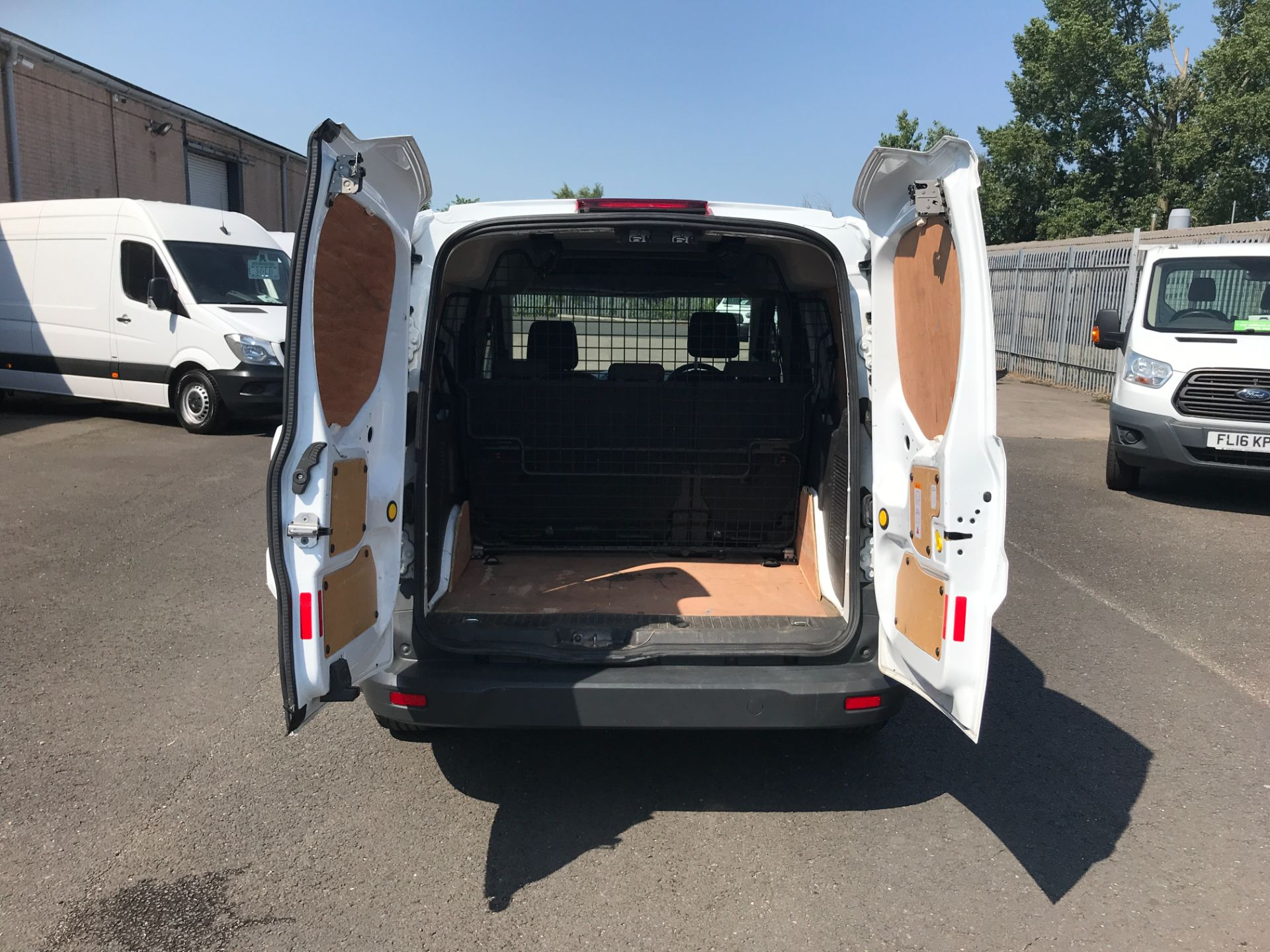 2017 Ford Transit Connect T220 L1 H1 1.5TDCi 75PS DOUBLE CAB EURO 6 (FP67JWW) Image 24