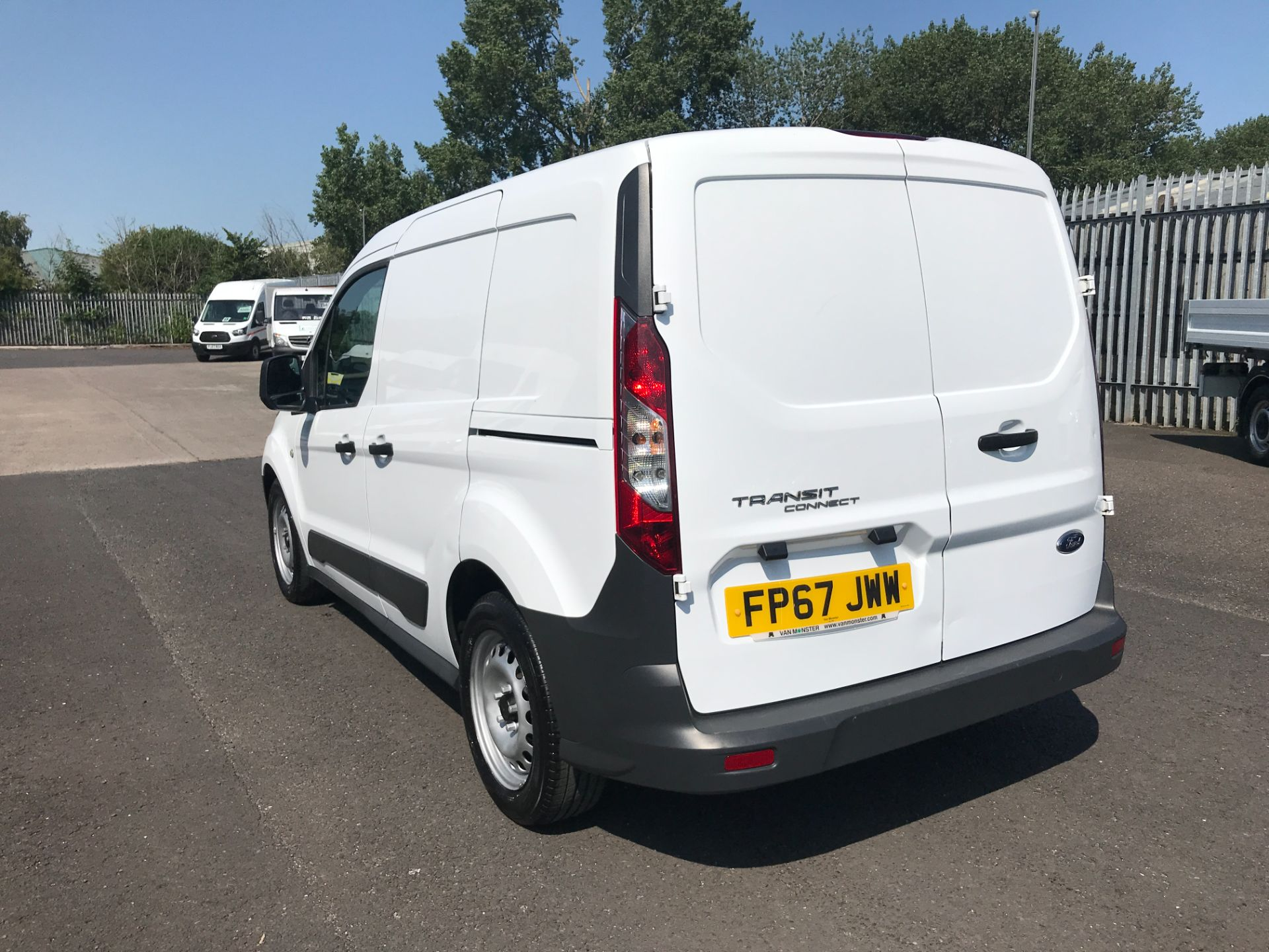 2017 Ford Transit Connect T220 L1 H1 1.5TDCi 75PS DOUBLE CAB EURO 6 (FP67JWW) Image 4