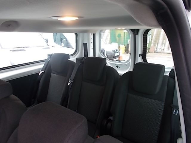2017 Ford Transit Custom 2.0 Tdci 130Ps Low Roof Kombi Van (FP67JWZ) Image 19