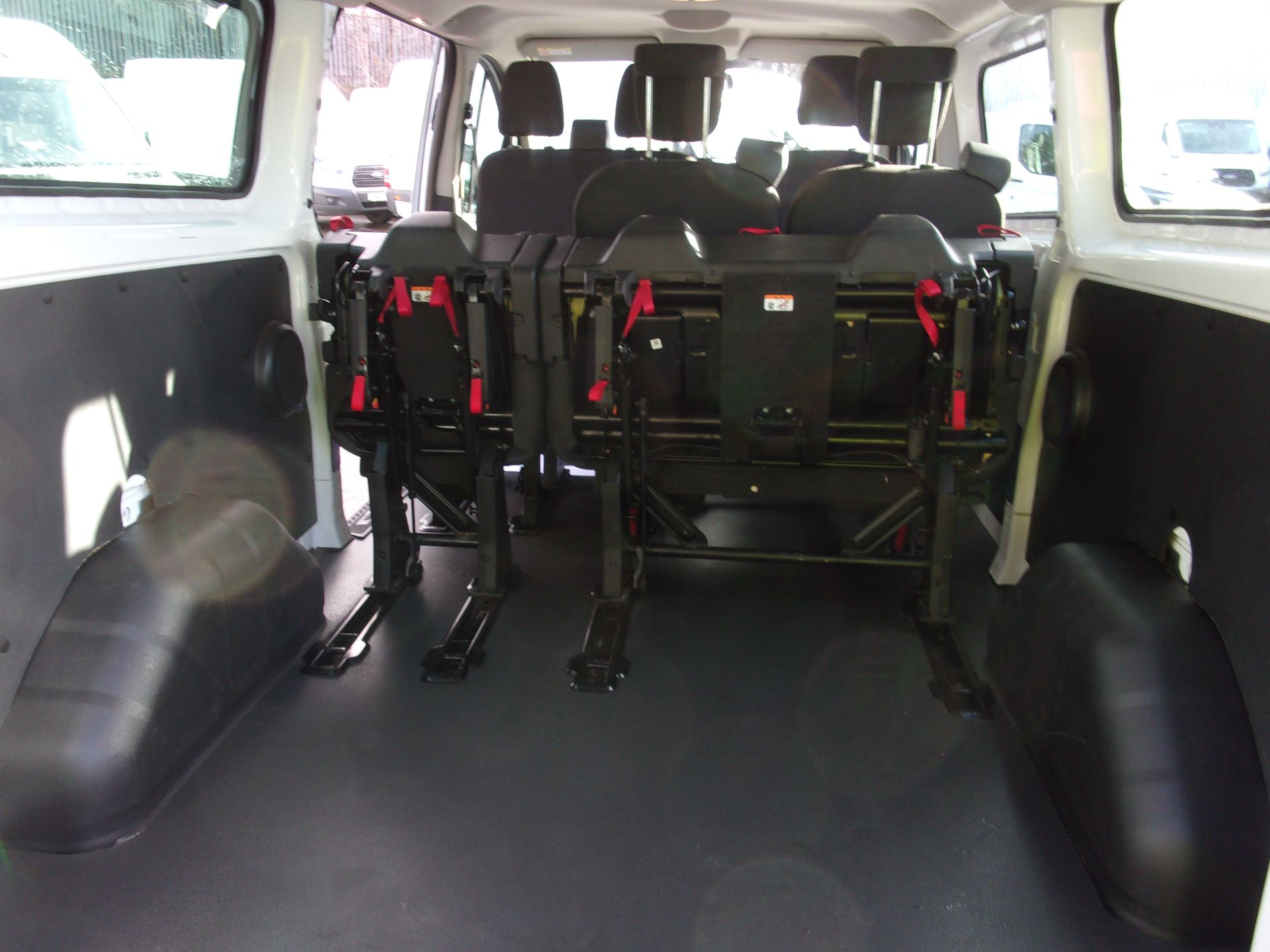 2017 Ford Transit Custom 310 L2 DIESEL FWD 2.0 TDCI 130PS KOMBI EURO 6 (FP67JYK) Image 18