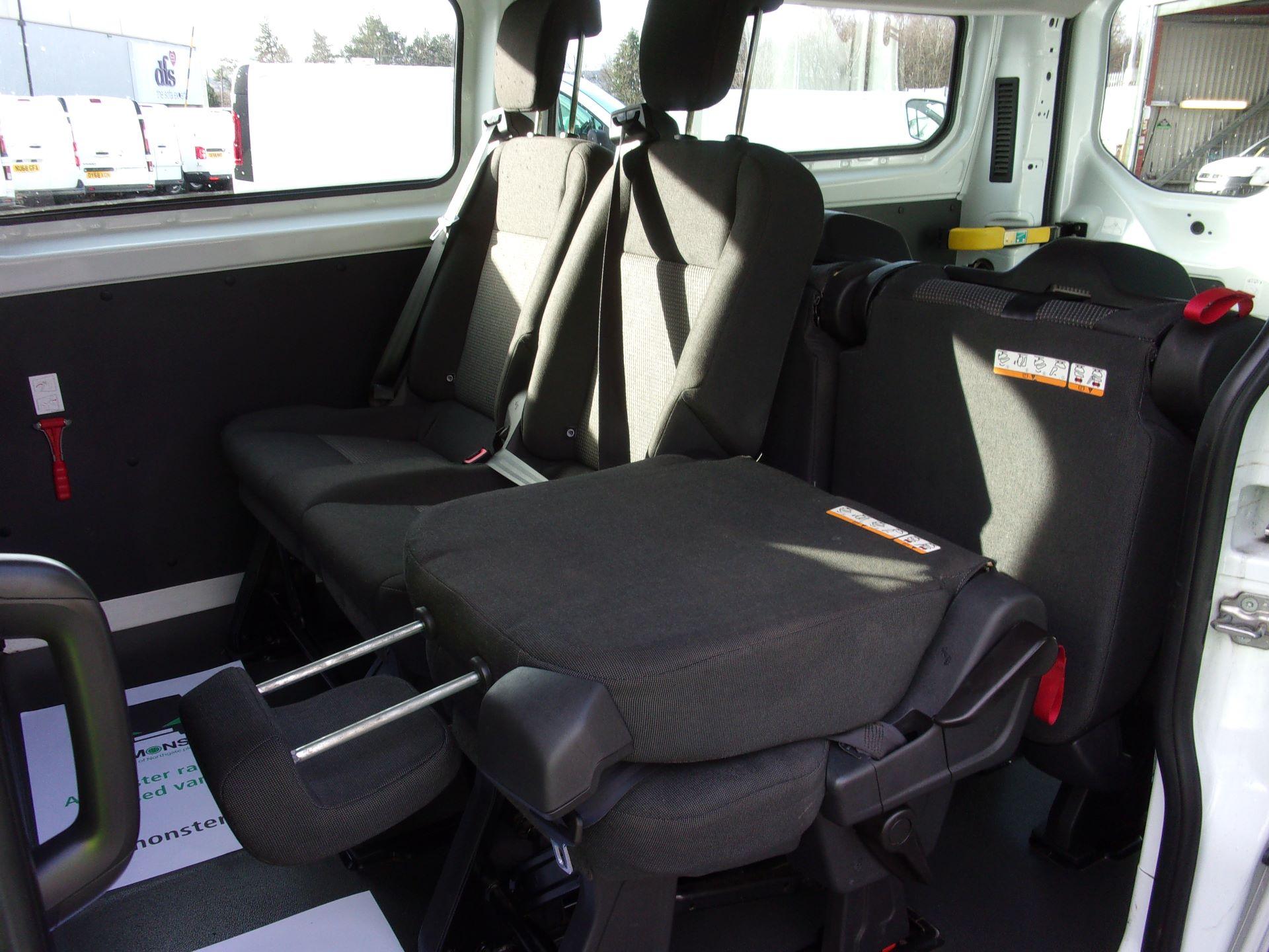 2017 Ford Transit Custom 310 L2 DIESEL FWD 2.0 TDCI 130PS KOMBI EURO 6 (FP67JYK) Image 19