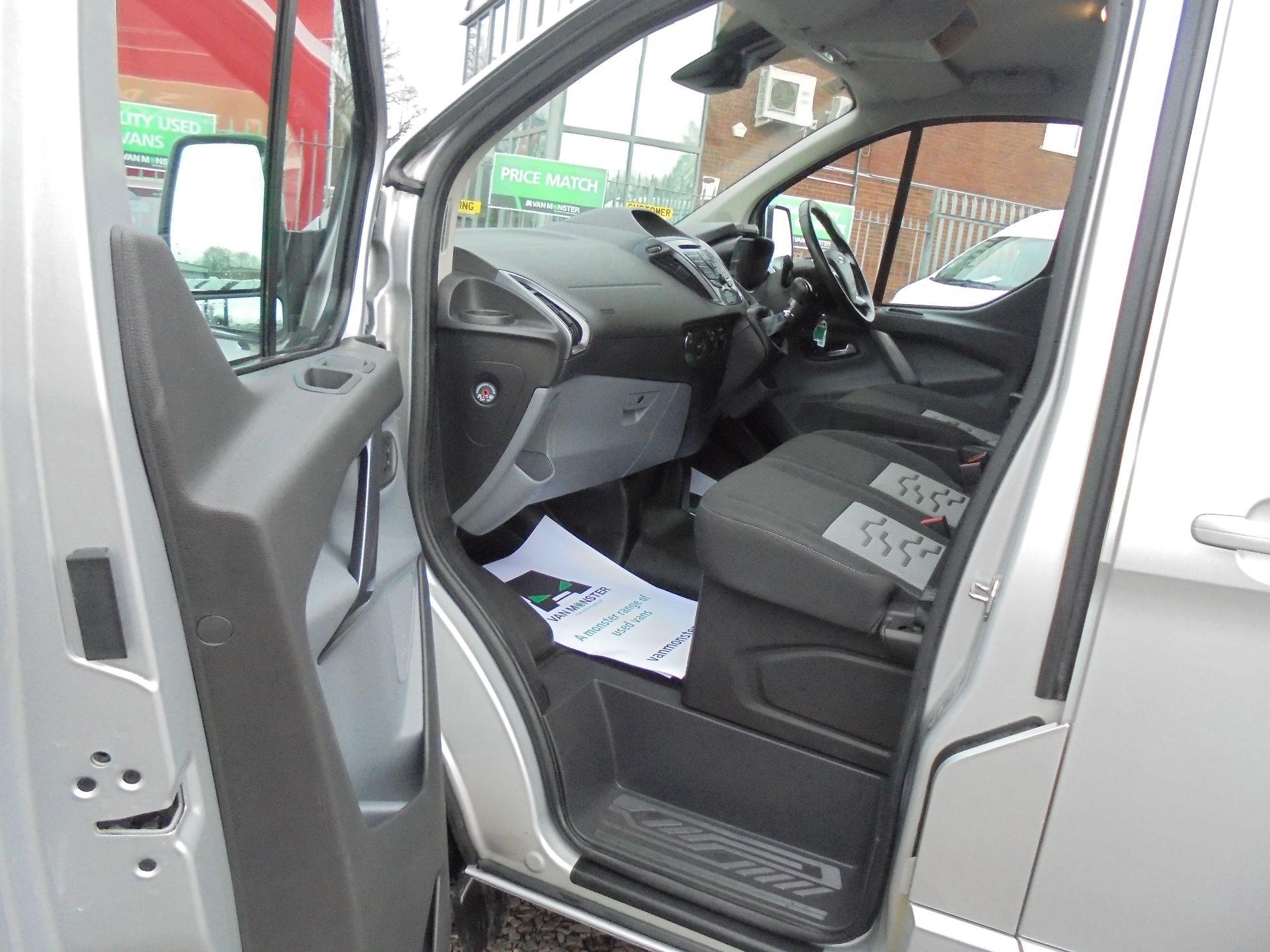 2017 Ford Transit Custom  290 L1 DIESEL FWD 2.0 TDCI 130 PS LOW ROOF LIMITED VAN EURO 6 (FP67KAU) Image 12