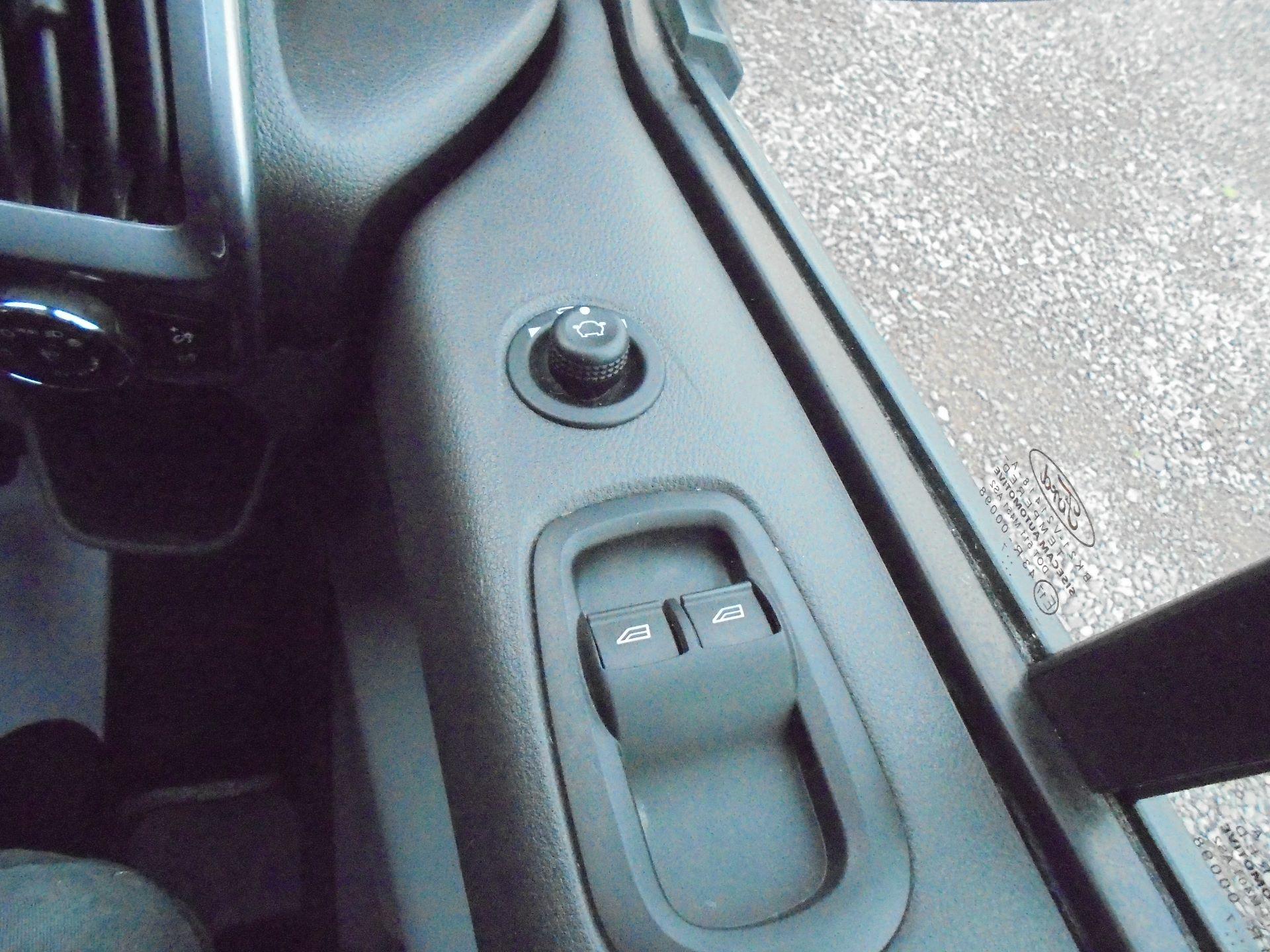 2017 Ford Transit Custom  290 L1 DIESEL FWD 2.0 TDCI 130 PS LOW ROOF LIMITED VAN EURO 6 (FP67KAU) Image 17