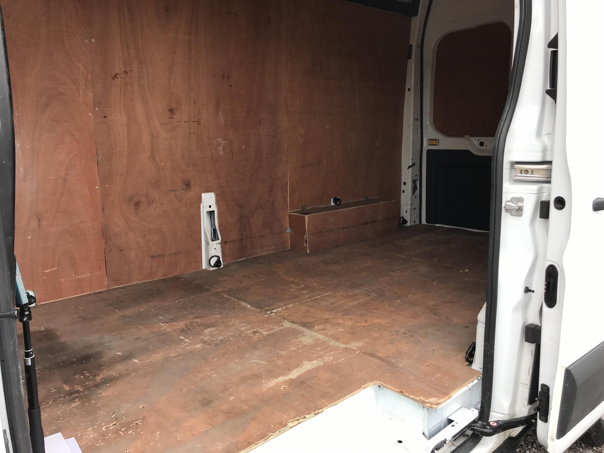 2017 Ford Transit 350 L3 H3 130PS EURO 6 (FP67KFR) Image 24
