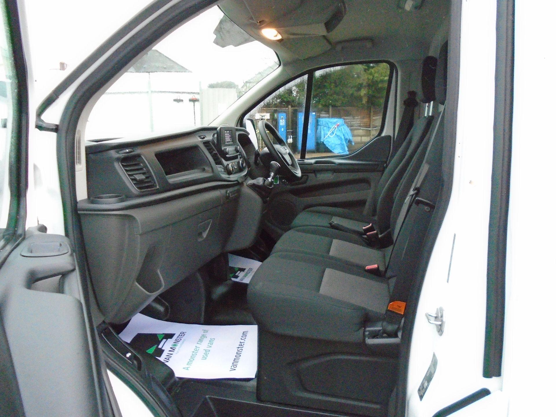 2019 Ford Transit Custom 2.0 Ecoblue 105Ps Low Roof Leader Van *EURO 6* (FP69FHN) Image 14