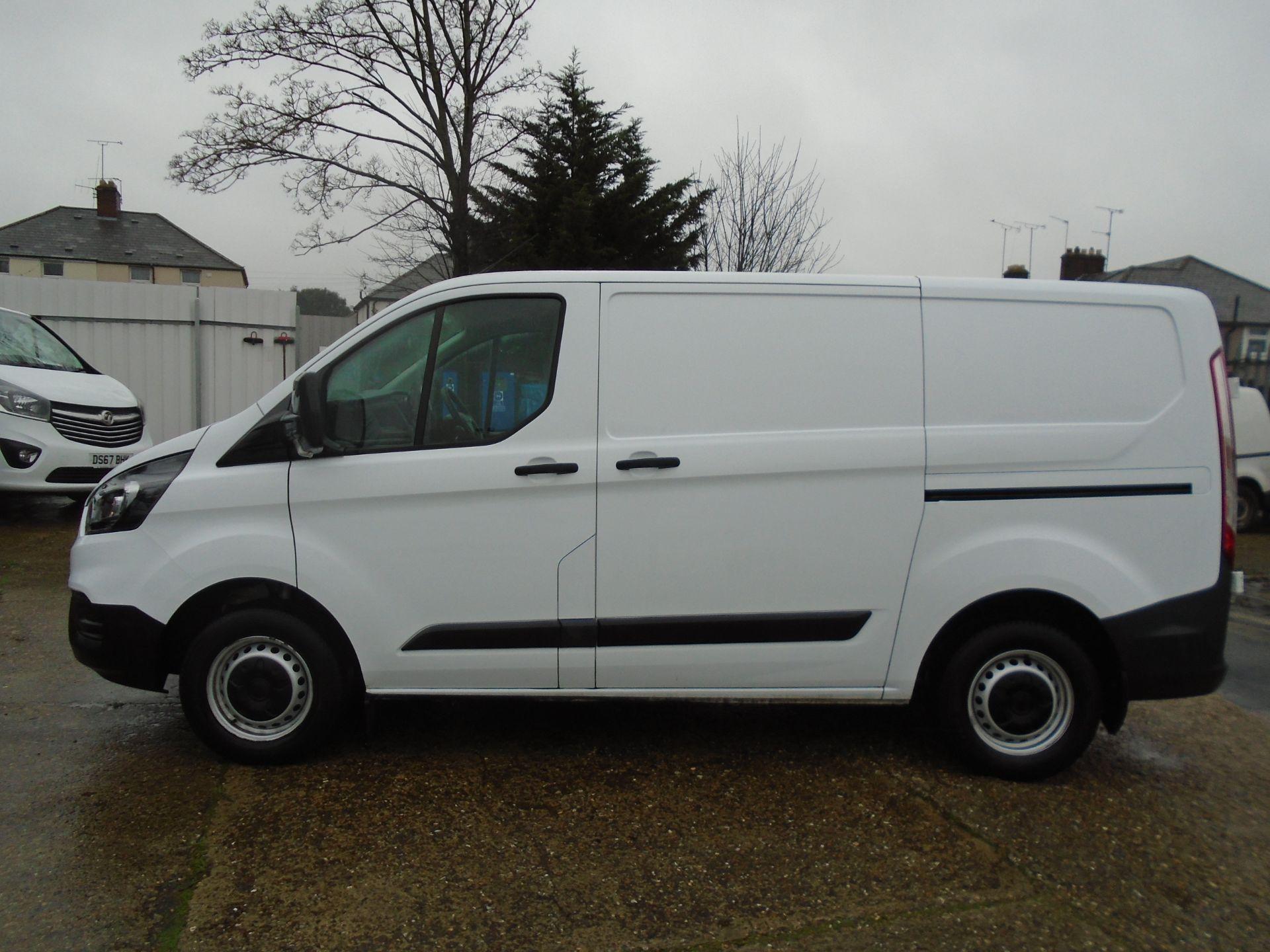 2019 Ford Transit Custom 2.0 Ecoblue 105Ps Low Roof Leader Van *EURO 6* (FP69FHN) Image 8