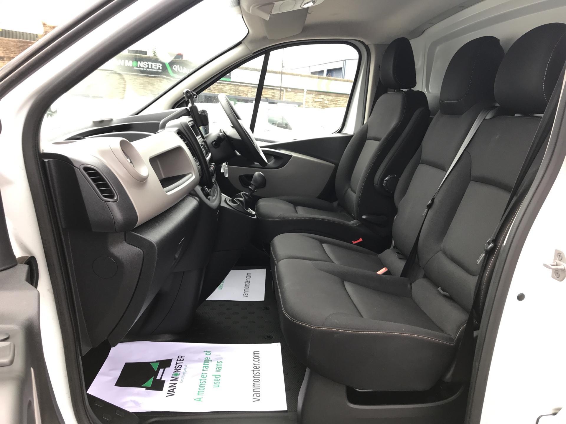2017 Renault Trafic SL27dCi 120 BUSINESS+ VAN EURO 6 (FY67ODU) Image 14