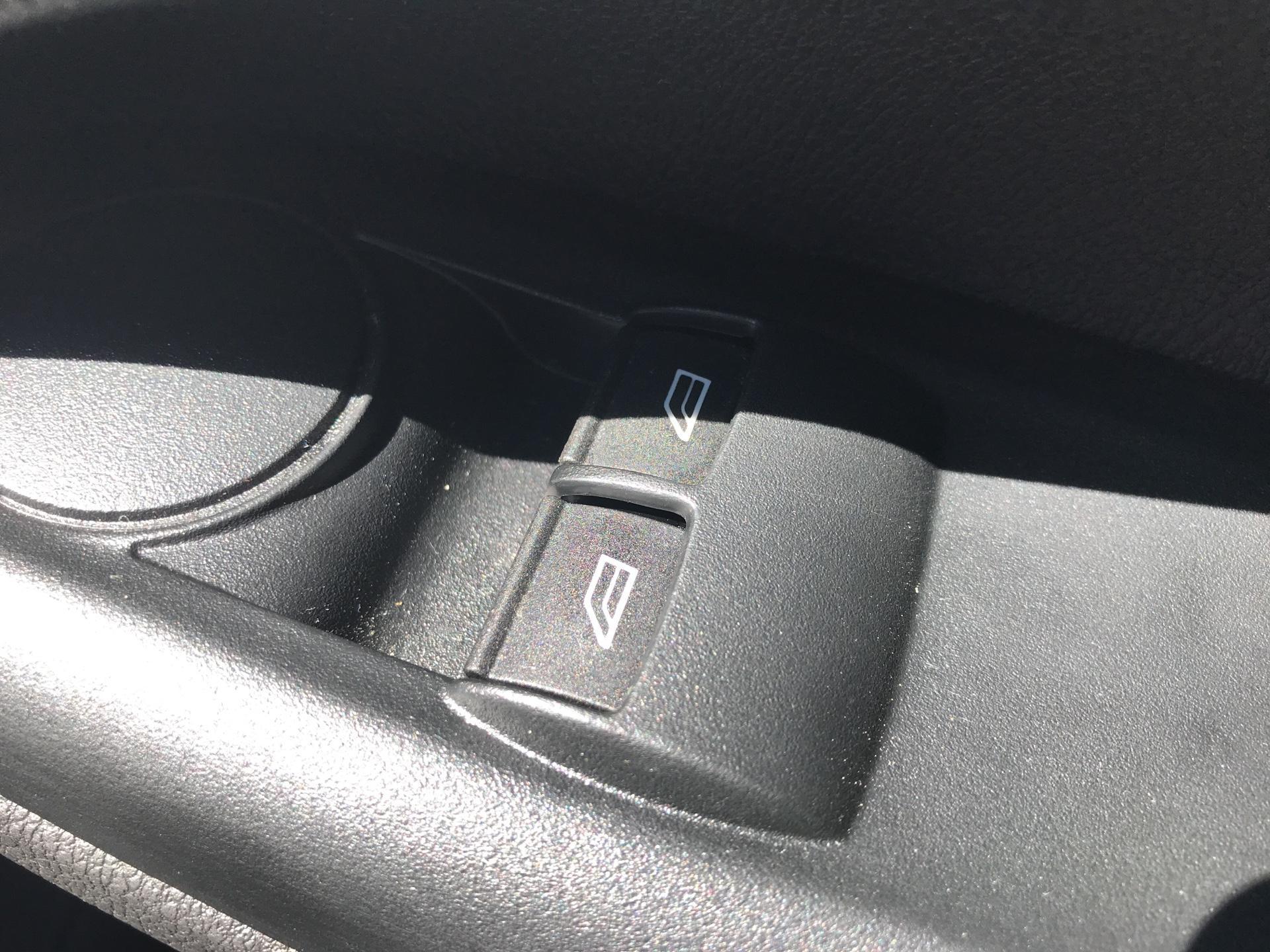 2017 Ford Transit Connect 200 L1 DIESEL 1.5 TDCI 75PS VAN EURO 6 (FY67SXF) Image 17