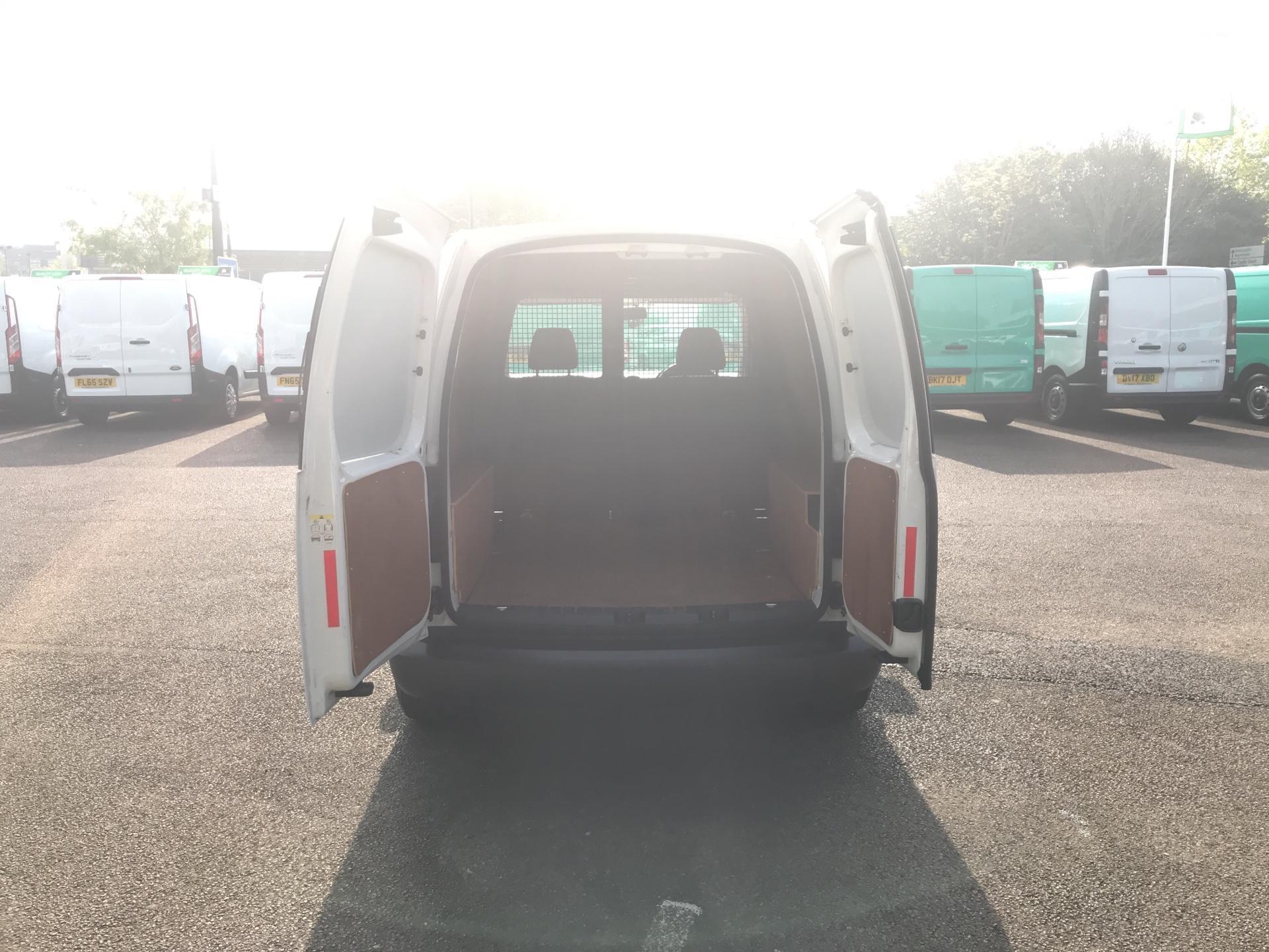 2015 Volkswagen Caddy 1.6 Tdi 102Ps Startline Van (GC15HVH) Image 17