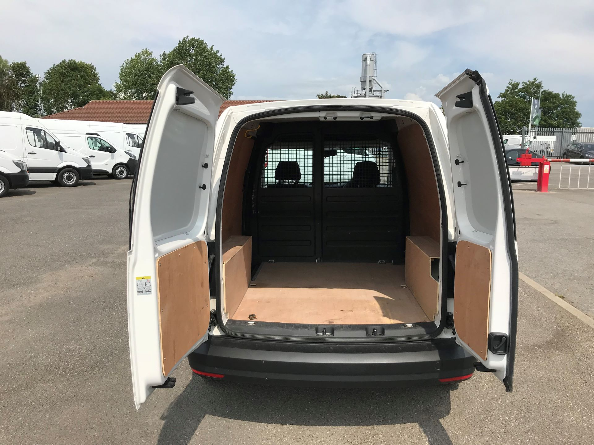 2016 Volkswagen Caddy  2.0 102PS BLUEMOTION TECH 102 STARTLINE EURO 6 (GC16EBO) Image 17