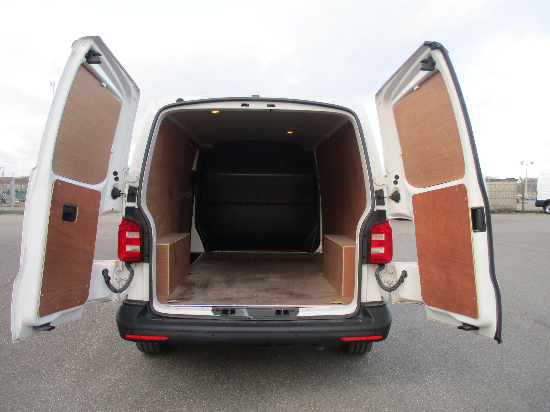 2018 Volkswagen Transporter T30 LWB DIESEL 2.0 TDI BMT 102 STARTLINE VAN EURO 6 (GC18CVN) Image 10
