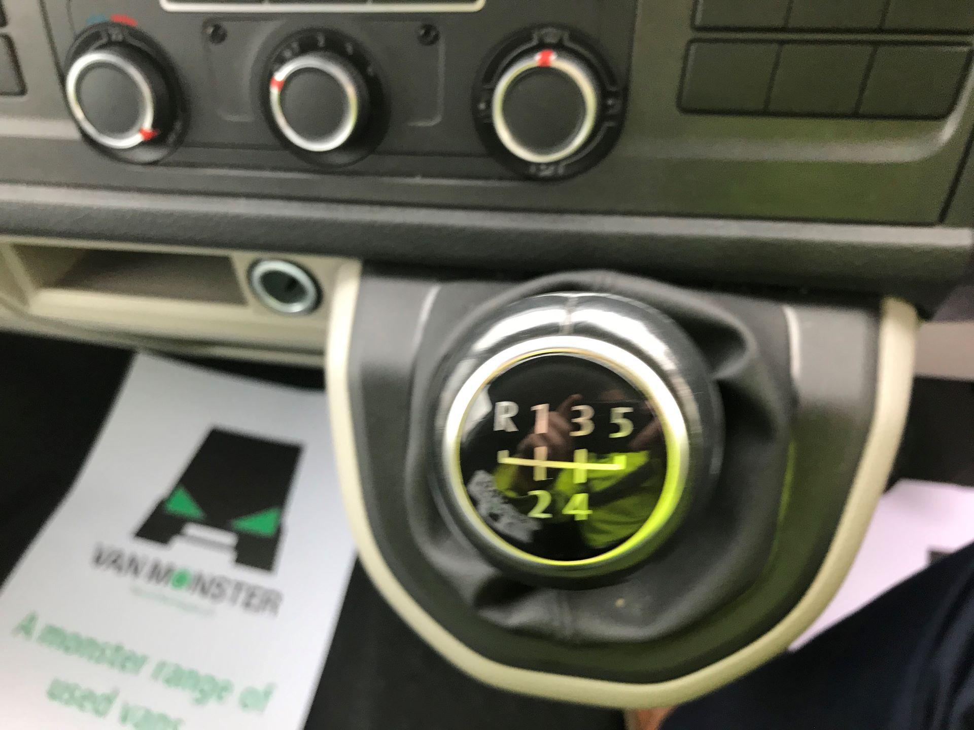 2018 Volkswagen Transporter  T28 SWB DIESEL 2.0 TDI BMT 102 HIGHLINE VAN EURO 6  (GC18NNX) Image 22