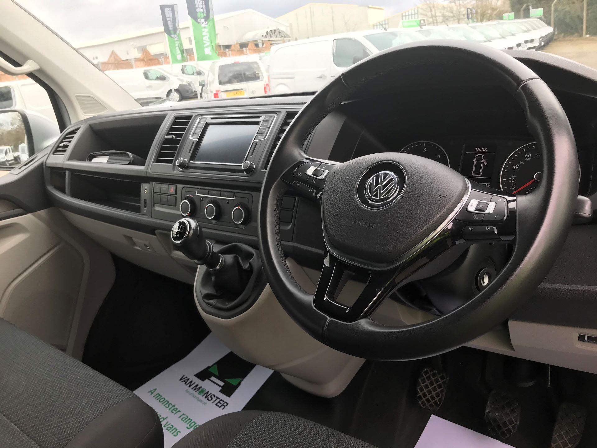 2018 Volkswagen Transporter  T28 SWB DIESEL 2.0 TDI BMT 102 HIGHLINE VAN EURO 6  (GC18NNX) Image 17