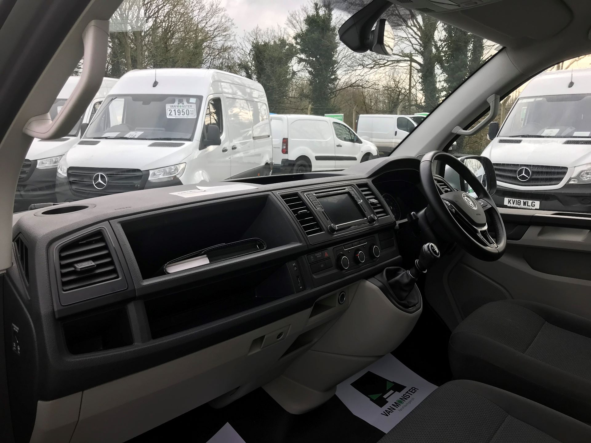 2018 Volkswagen Transporter  T28 SWB DIESEL 2.0 TDI BMT 102 HIGHLINE VAN EURO 6  (GC18NNX) Image 15