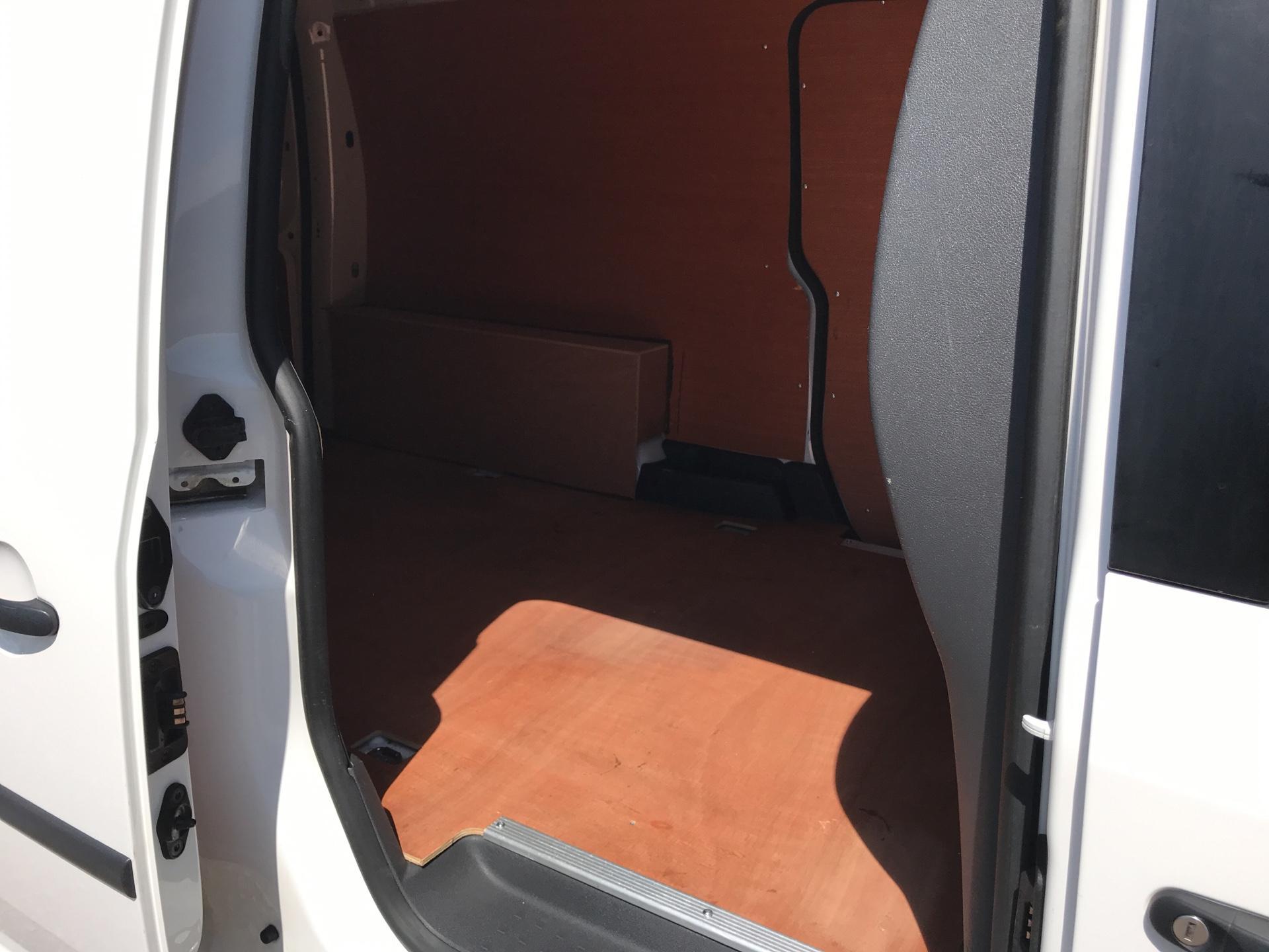 2016 Volkswagen Caddy MAXI 1.6 102PS STARTLINE EURO 5 (GD16FEM) Image 16