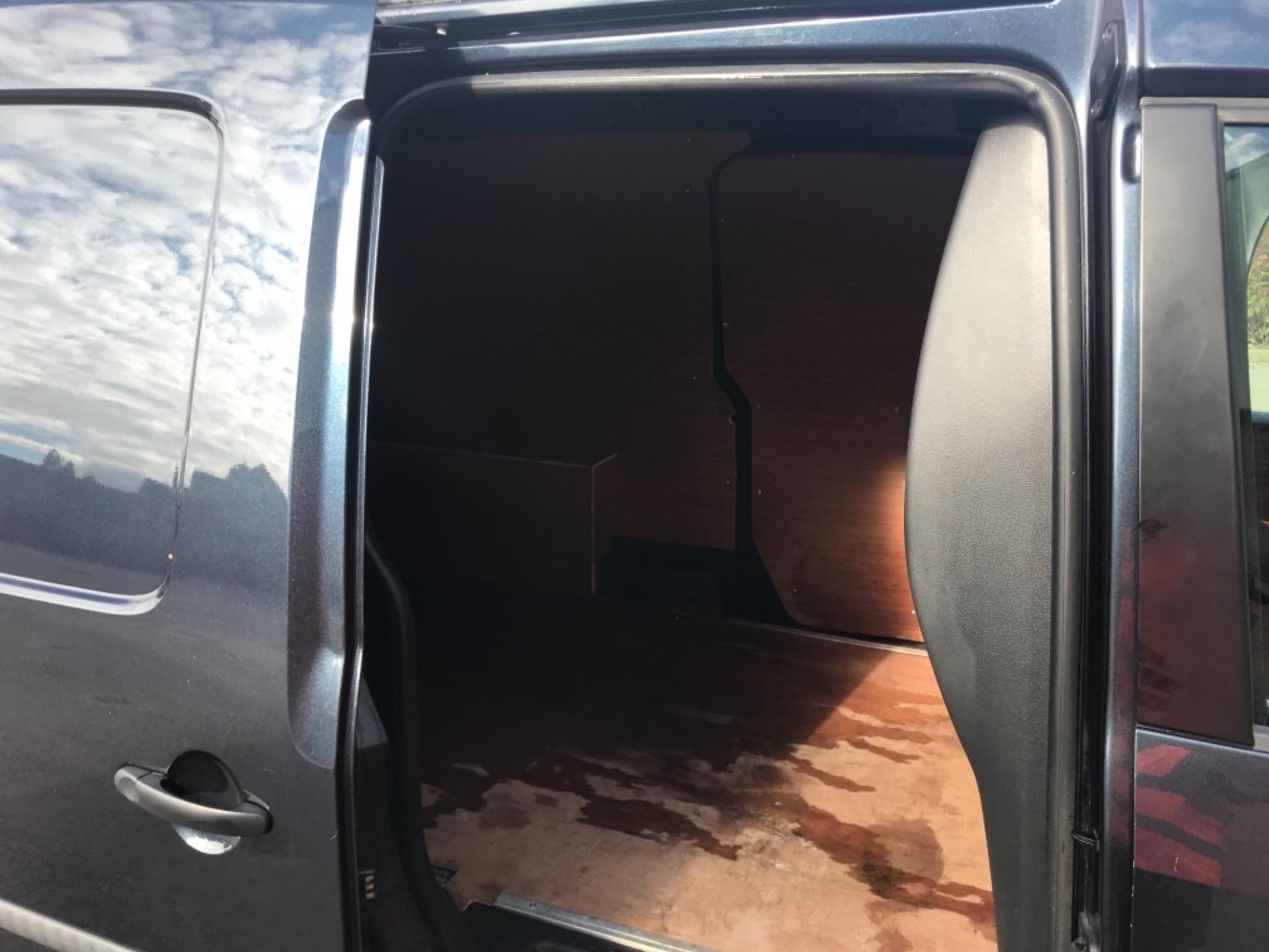 2017 Volkswagen Caddy 2.0 Tdi Bluemotion Tech 102Ps Startline Van Euro 6 (GD17ERZ) Image 17
