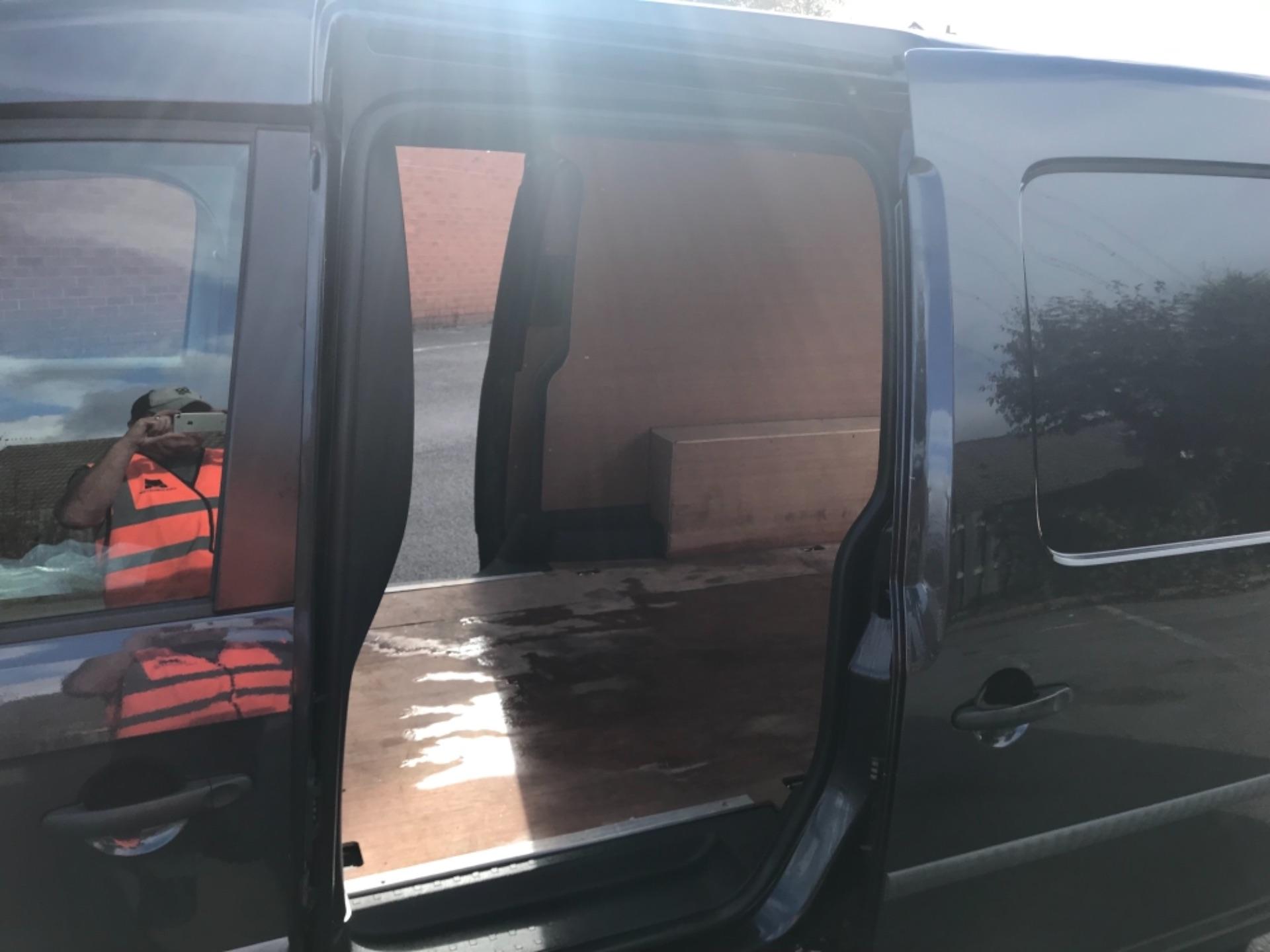 2017 Volkswagen Caddy 2.0 Tdi Bluemotion Tech 102Ps Startline Van Euro 6 (GD17ERZ) Image 18