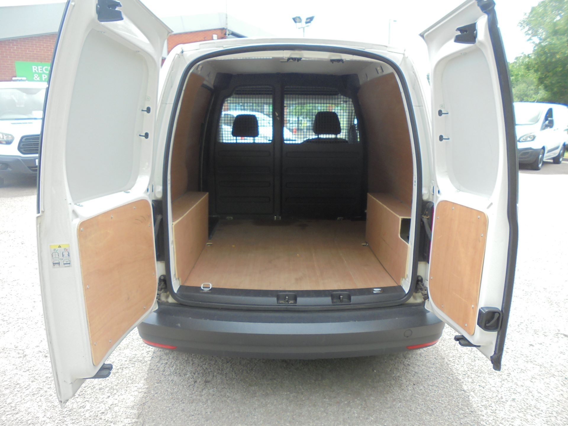 2016 Volkswagen Caddy 2.0 Tdi Bluemotion Tech 102Ps Startline Van (GD66DJJ) Image 9