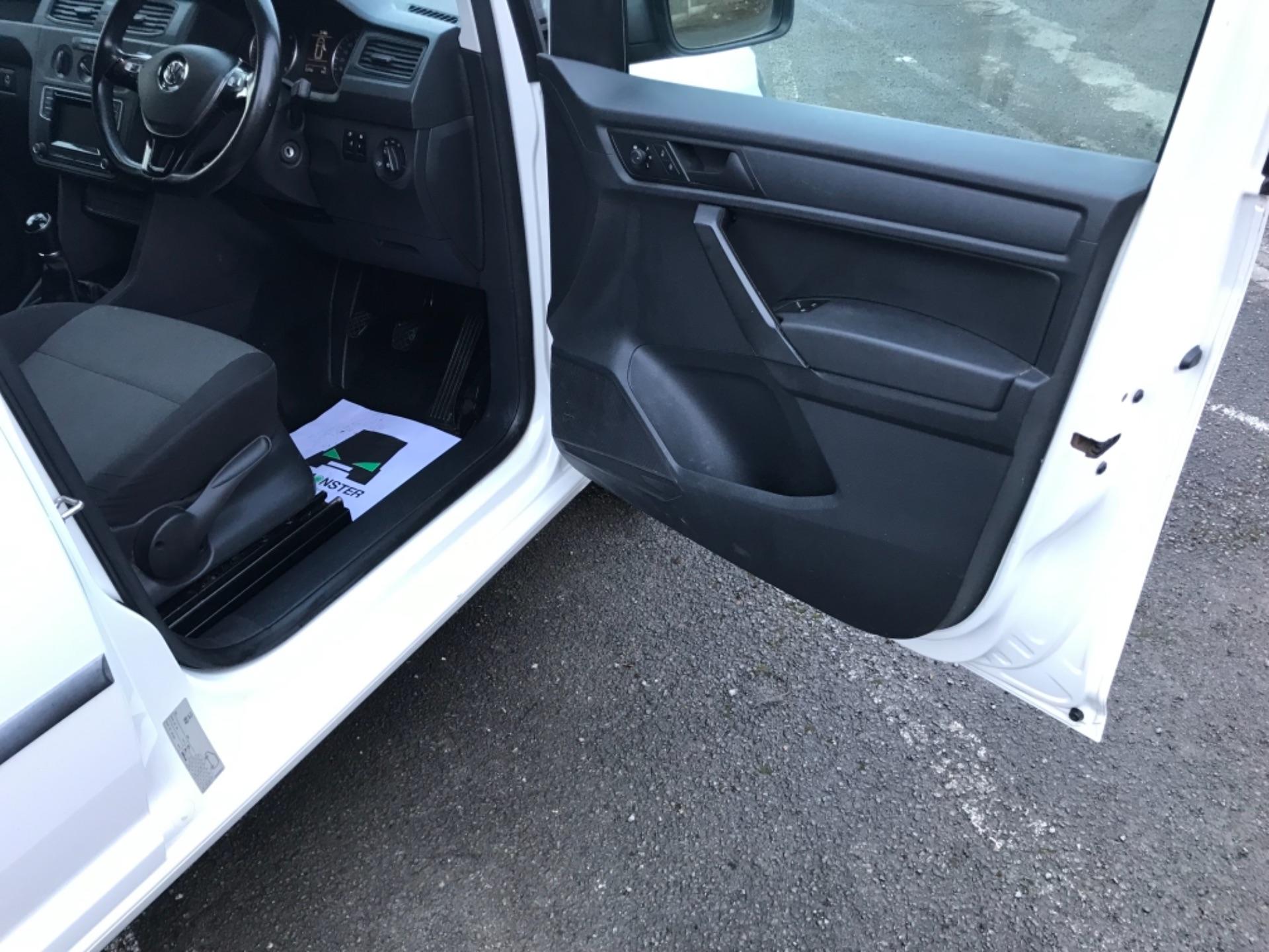 2017 Volkswagen Caddy 2.0 Tdi Bluemotion Tech 102Ps Startline Van Euro 6 (GD67AEF) Image 13