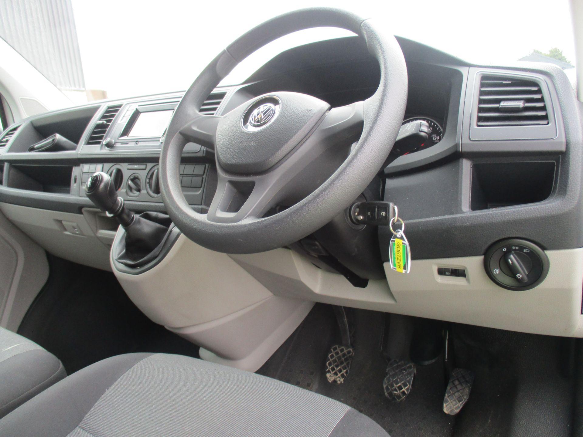 2018 Volkswagen Transporter T28 SWB DIESEL 2.0 TDI BMT 102 STARTLINE VAN EURO 6 (GD67ZVB) Image 13