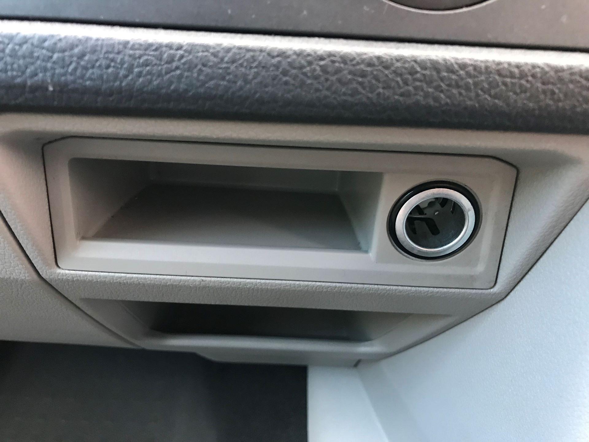 2018 Volkswagen Transporter  T28 SWB DIESEL 2.0 TDI BMT 84 STARTLINE VAN EURO 6 (GD67ZWM) Image 18