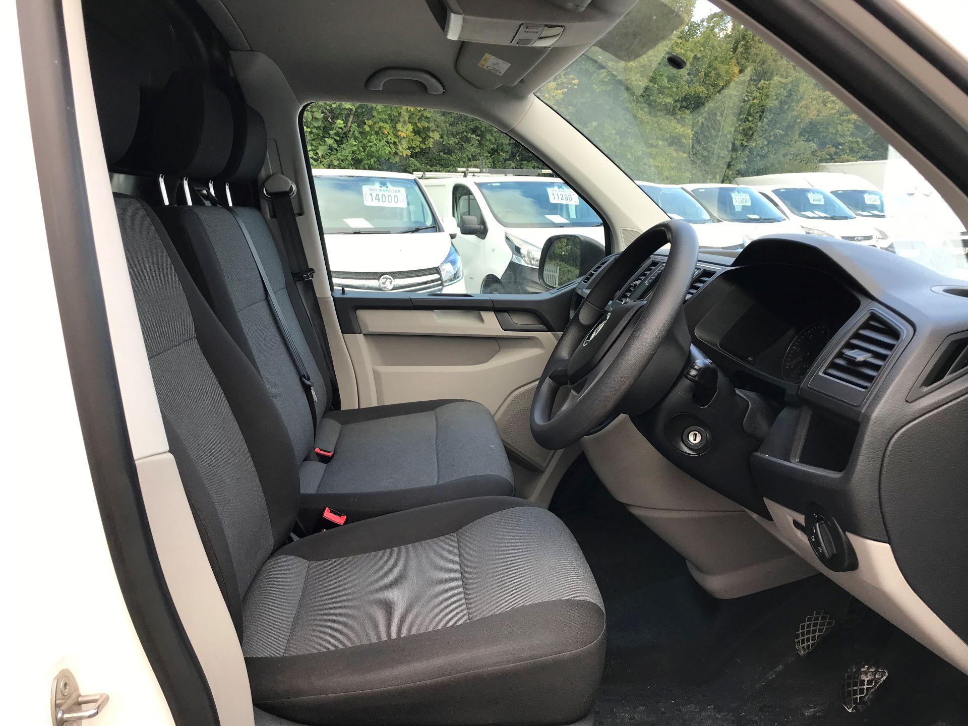 2018 Volkswagen Transporter  T28 SWB DIESEL 2.0 TDI BMT 84 STARTLINE VAN EURO 6 (GD67ZWM) Image 5