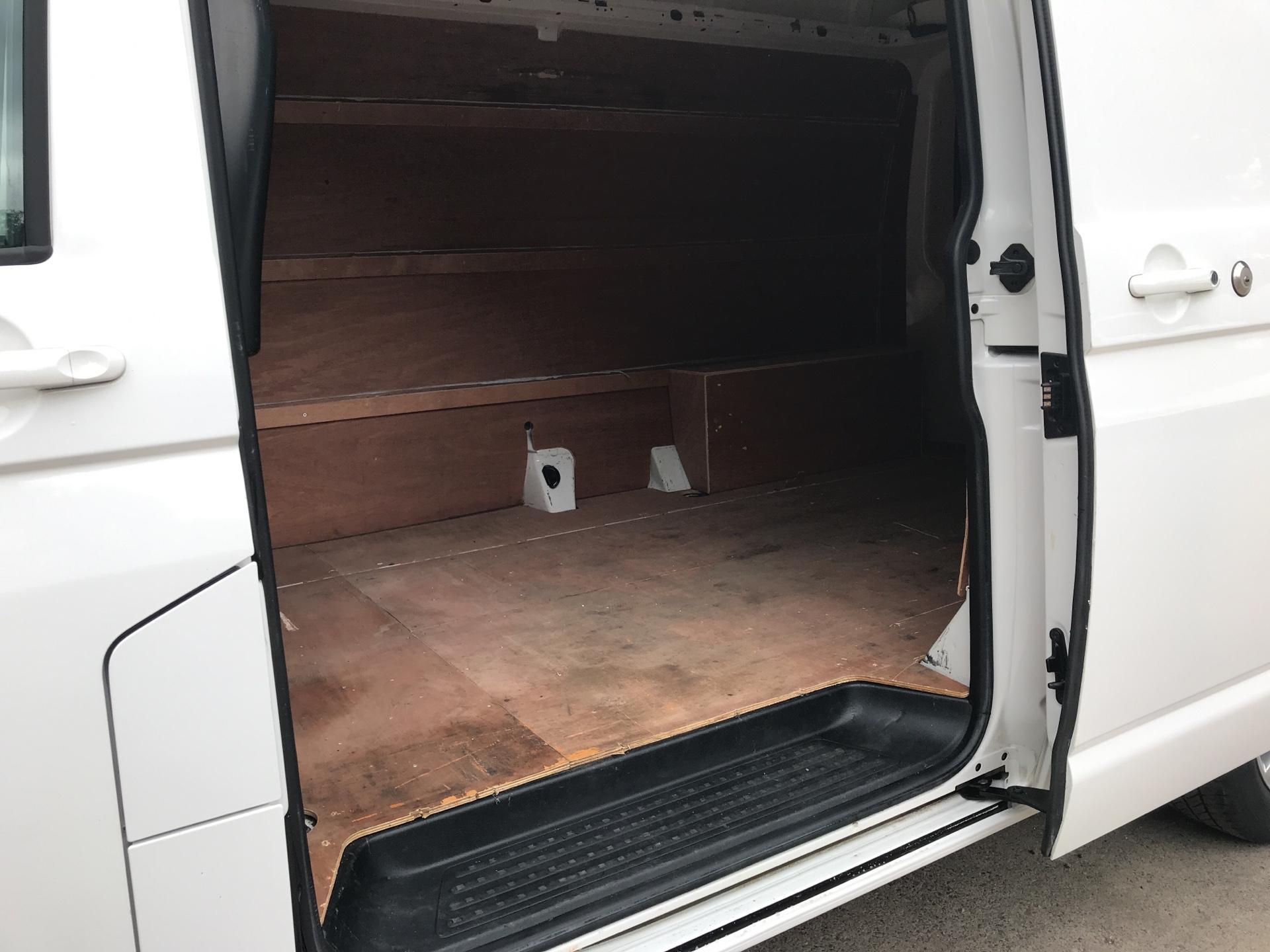2015 Volkswagen Transporter T32 LWB 2.0 Bitdi 180Ps Medium Roof Highline Van 4Motion (GF15KCA) Image 16