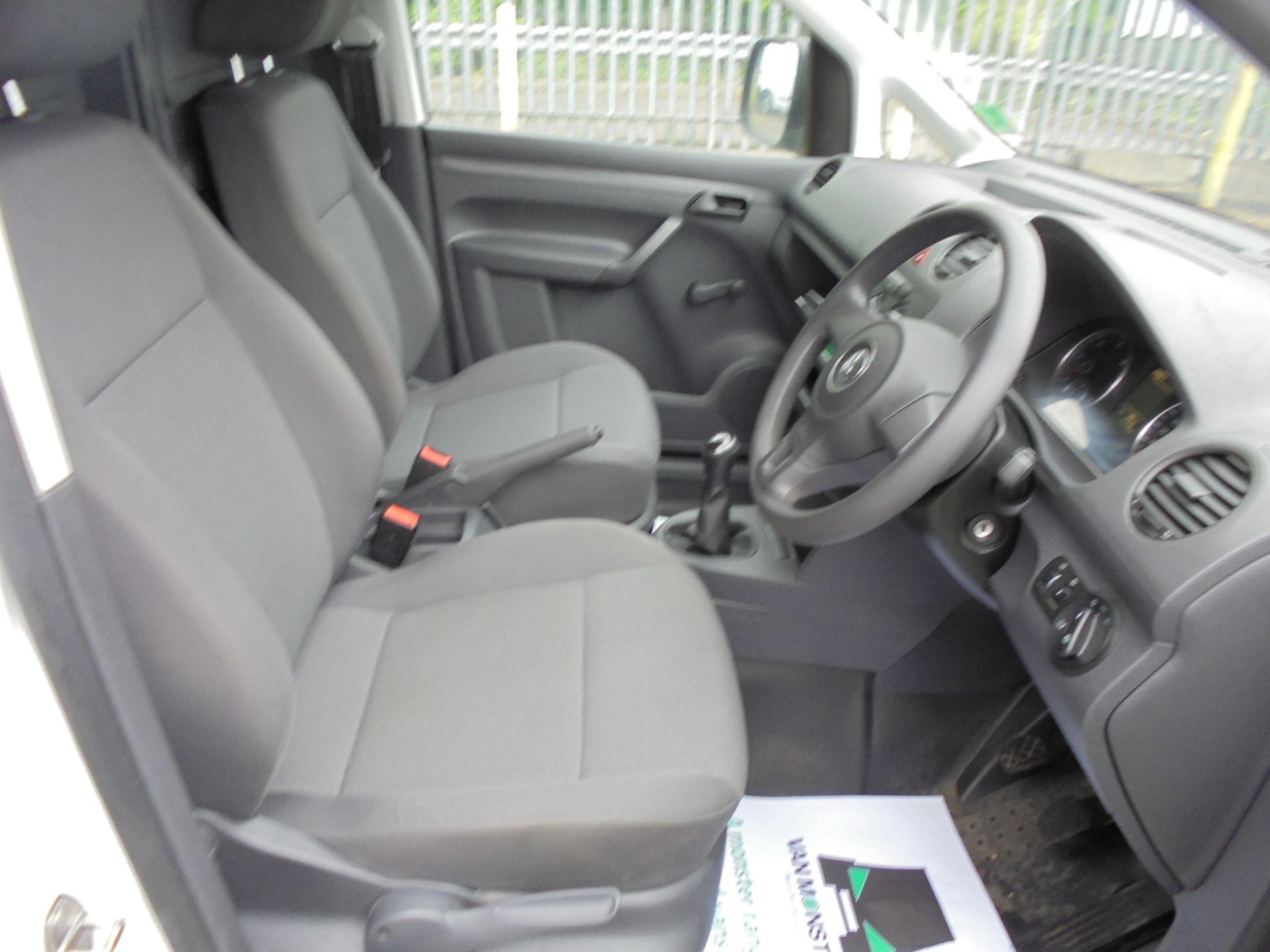 2015 Volkswagen Caddy Maxi  1.6 102PS STARTLINE EURO 5 (GF15XTM) Image 9